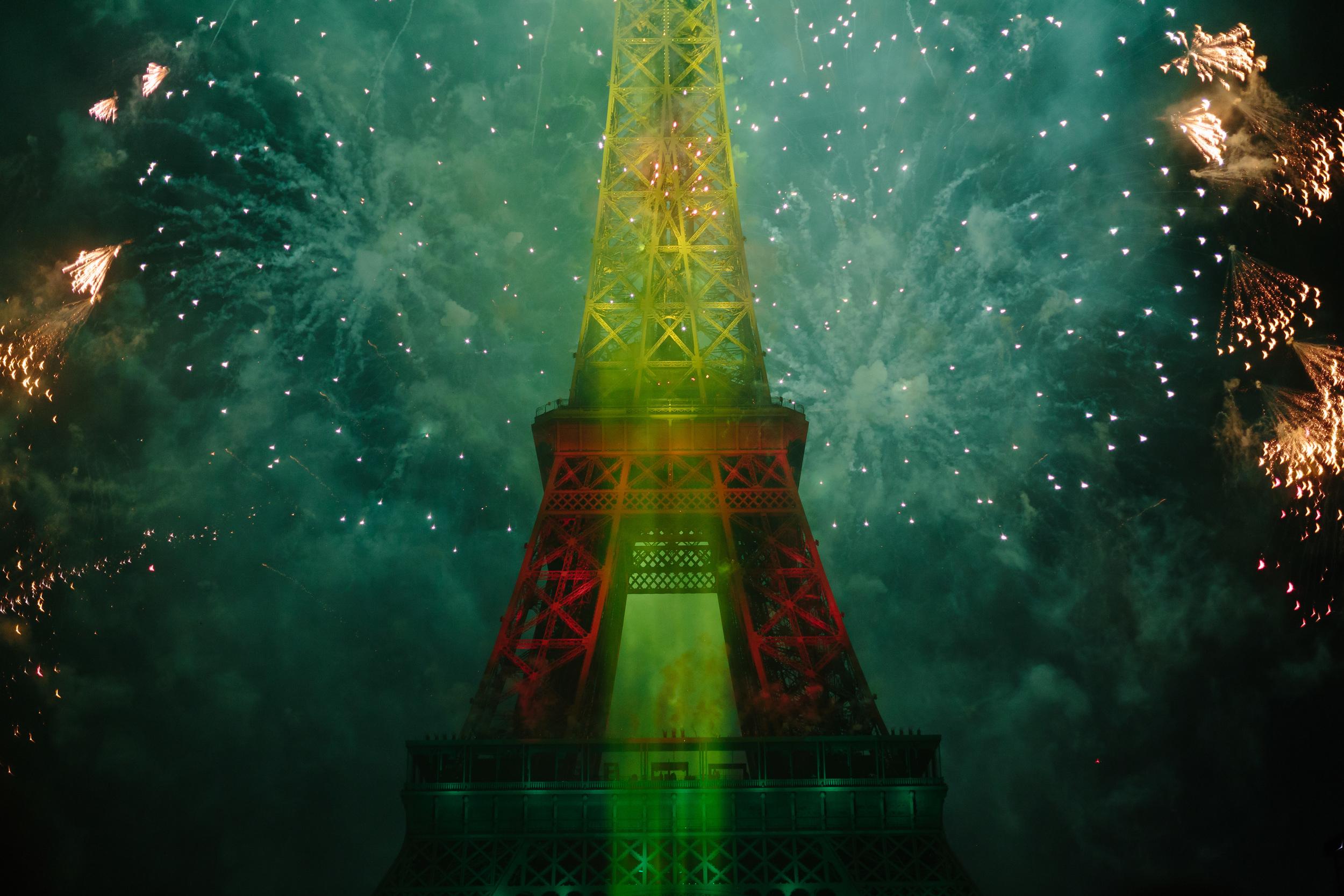 Photographer in Paris, Bastille, 14 July, Eiffel Tower, Iheartparisfr