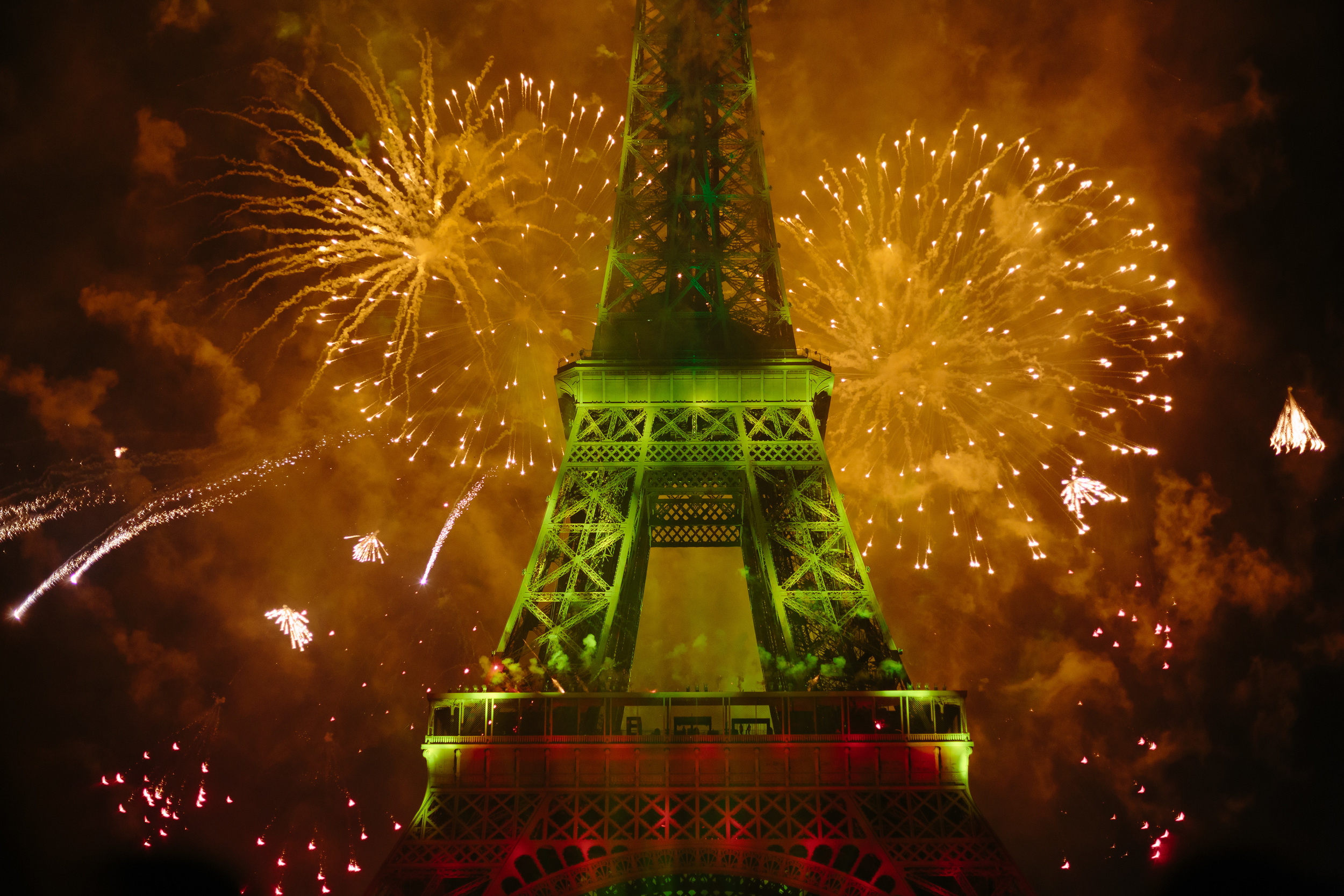 Photographer in Paris, 14 July, Bastille day, Eiffel Tower, Iheartparisfr