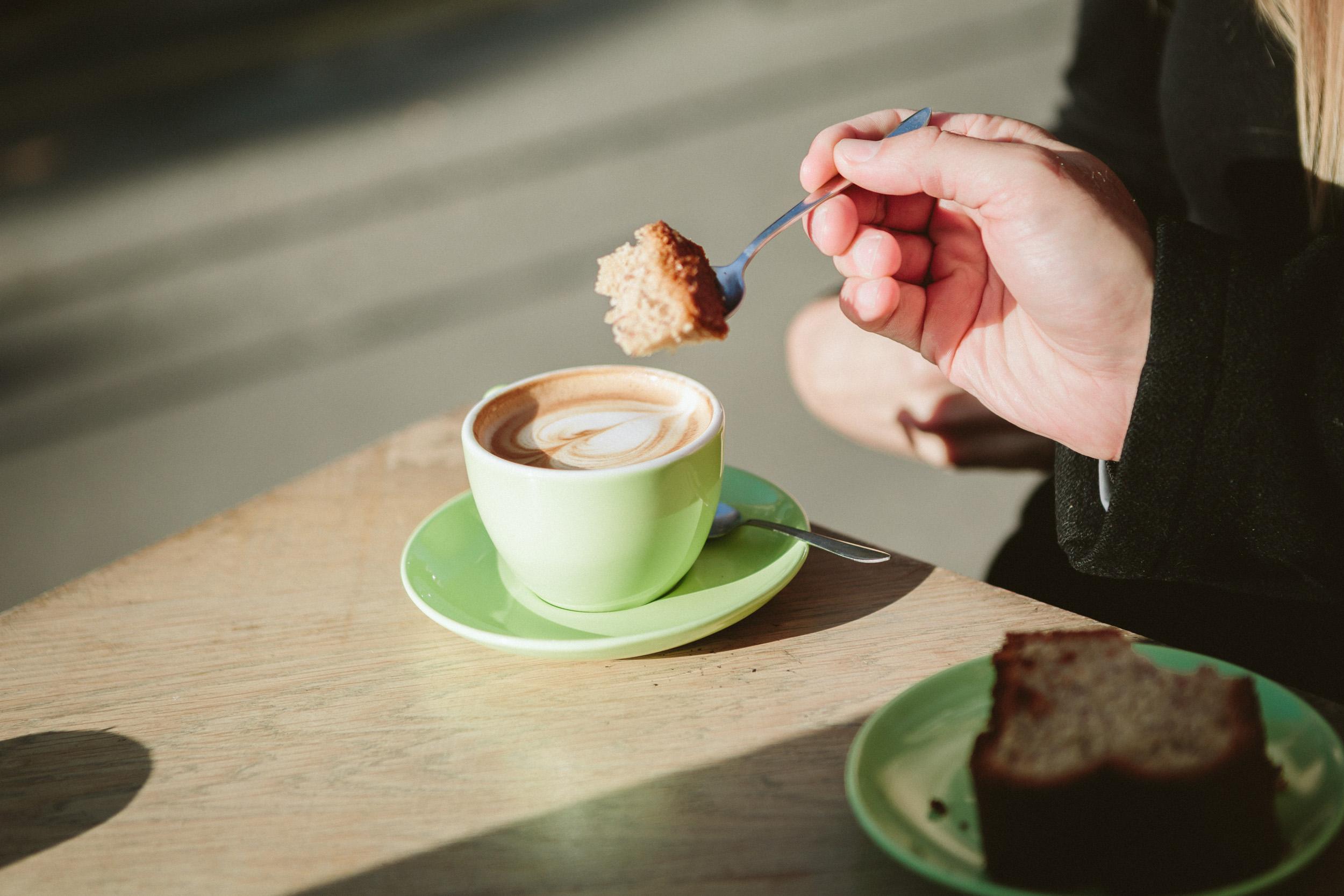 Paris Photographer lovestory coffe cafe marais