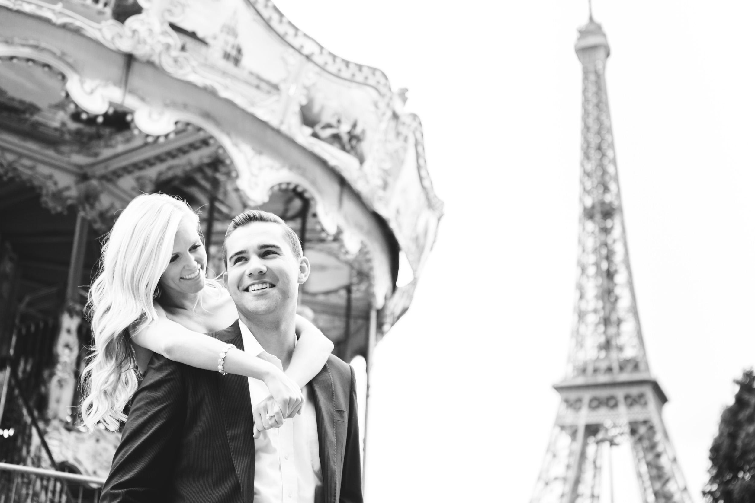 Paris Photographer engagement eiffel tower carousel