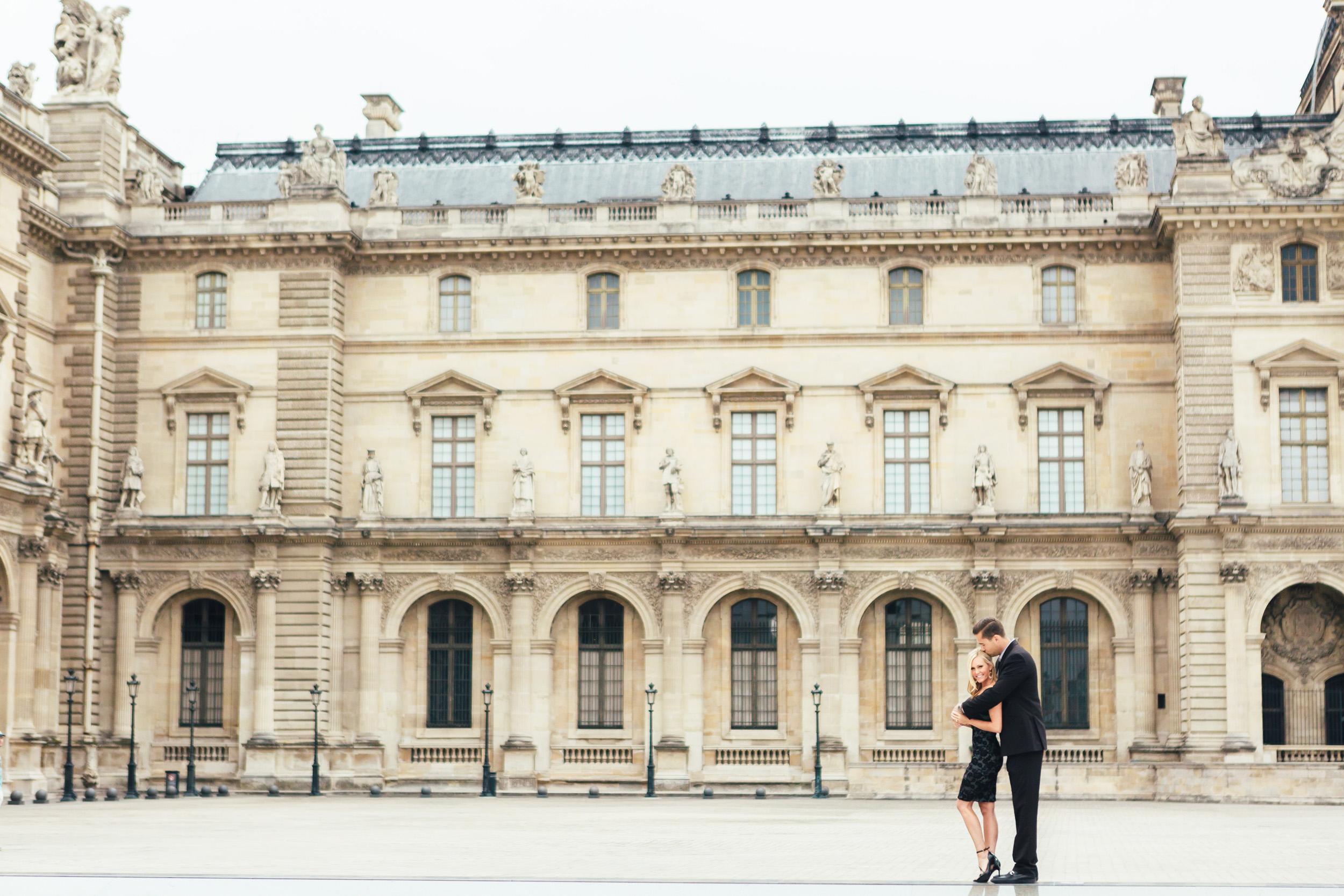 paris Photographer louvre engagement lovestory