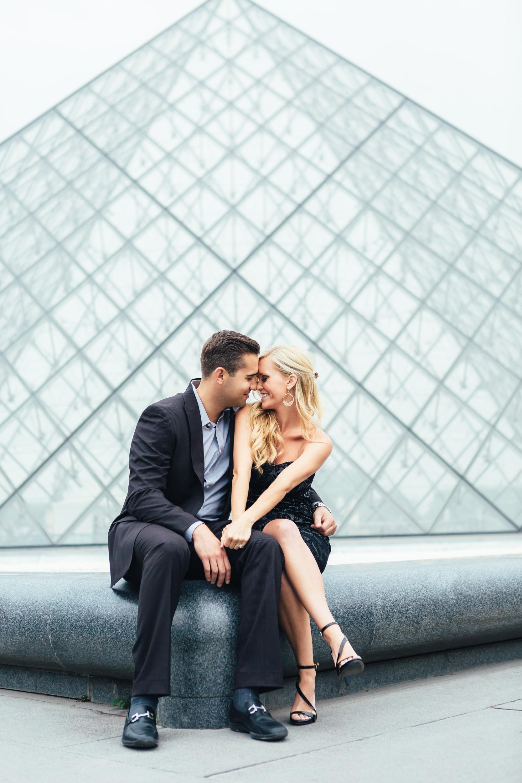 Photographer in Paris louvre engagement lovestory