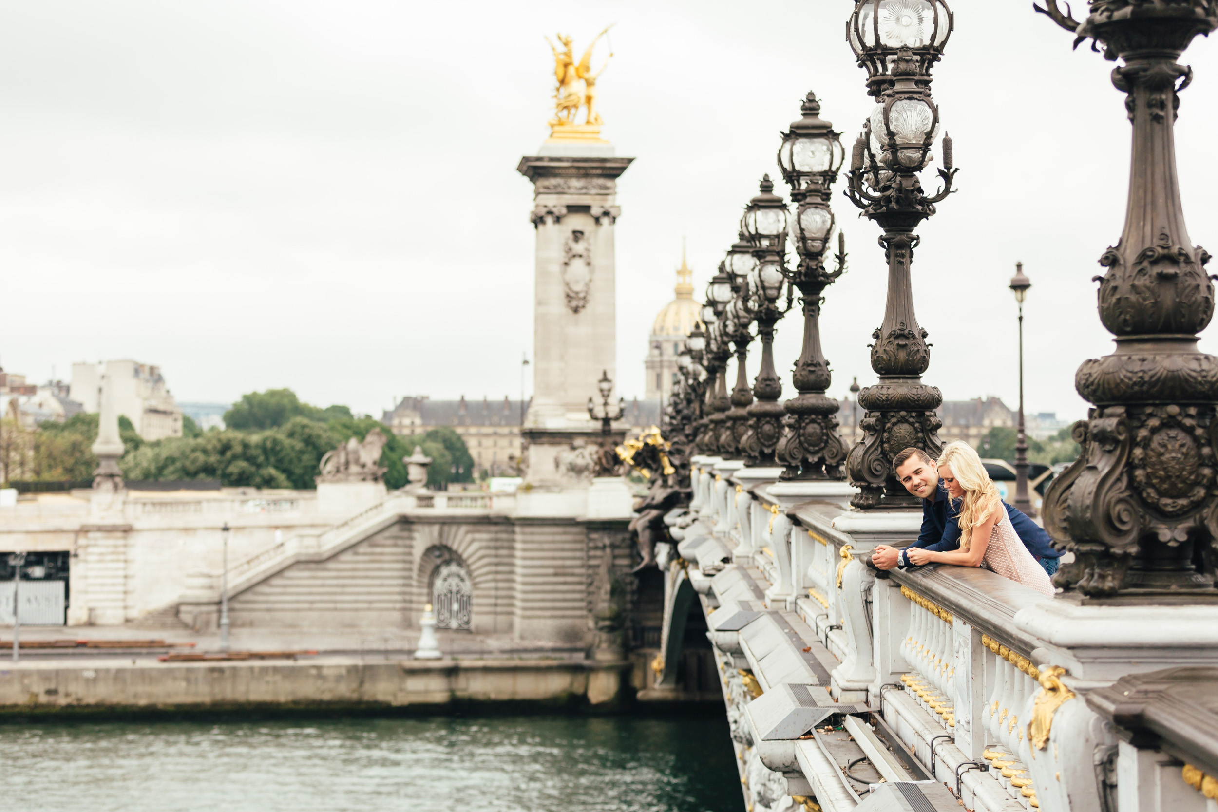Paris photographer engagement Pont Alexandre III