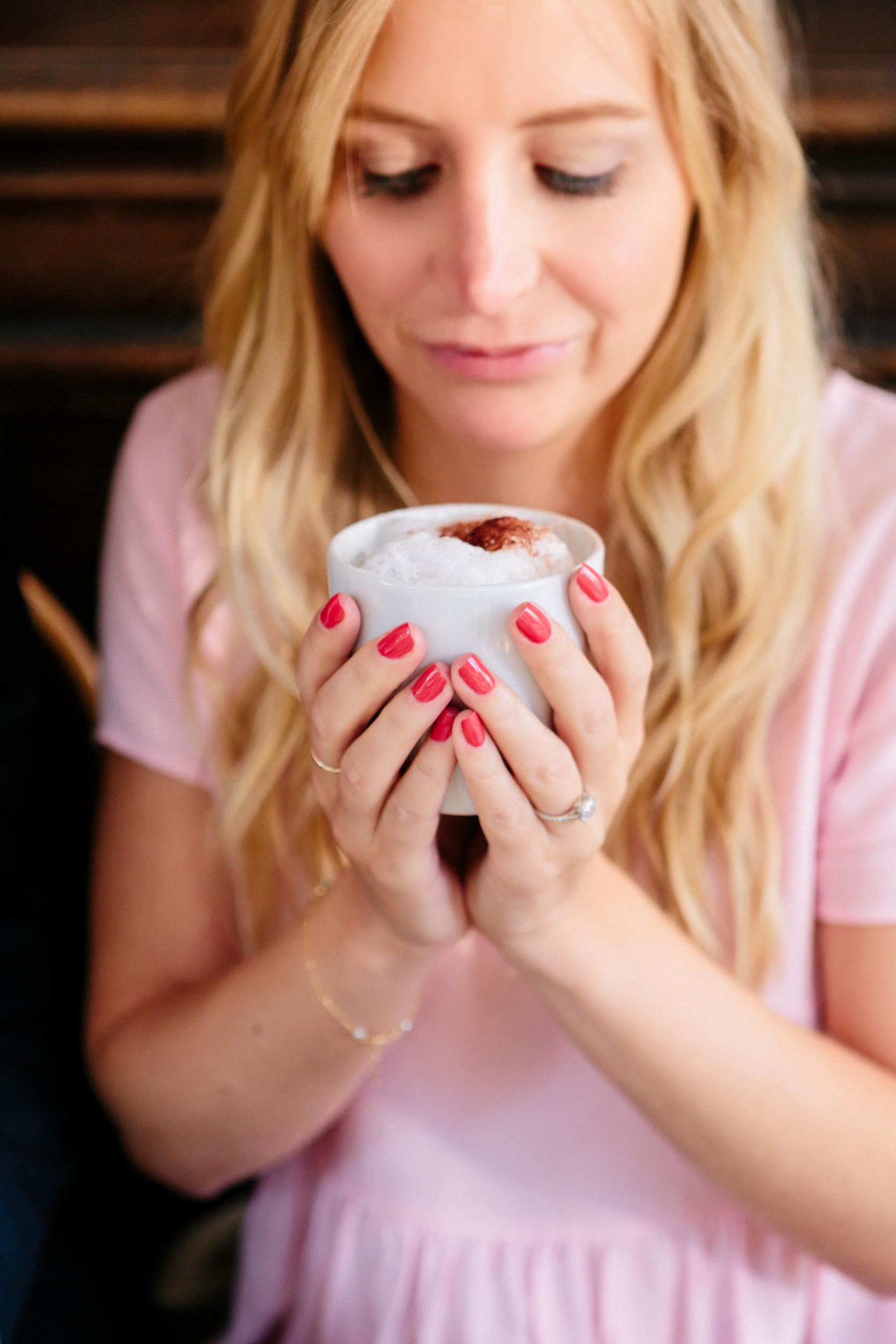 photographer in paris engagement ring cafe croissant