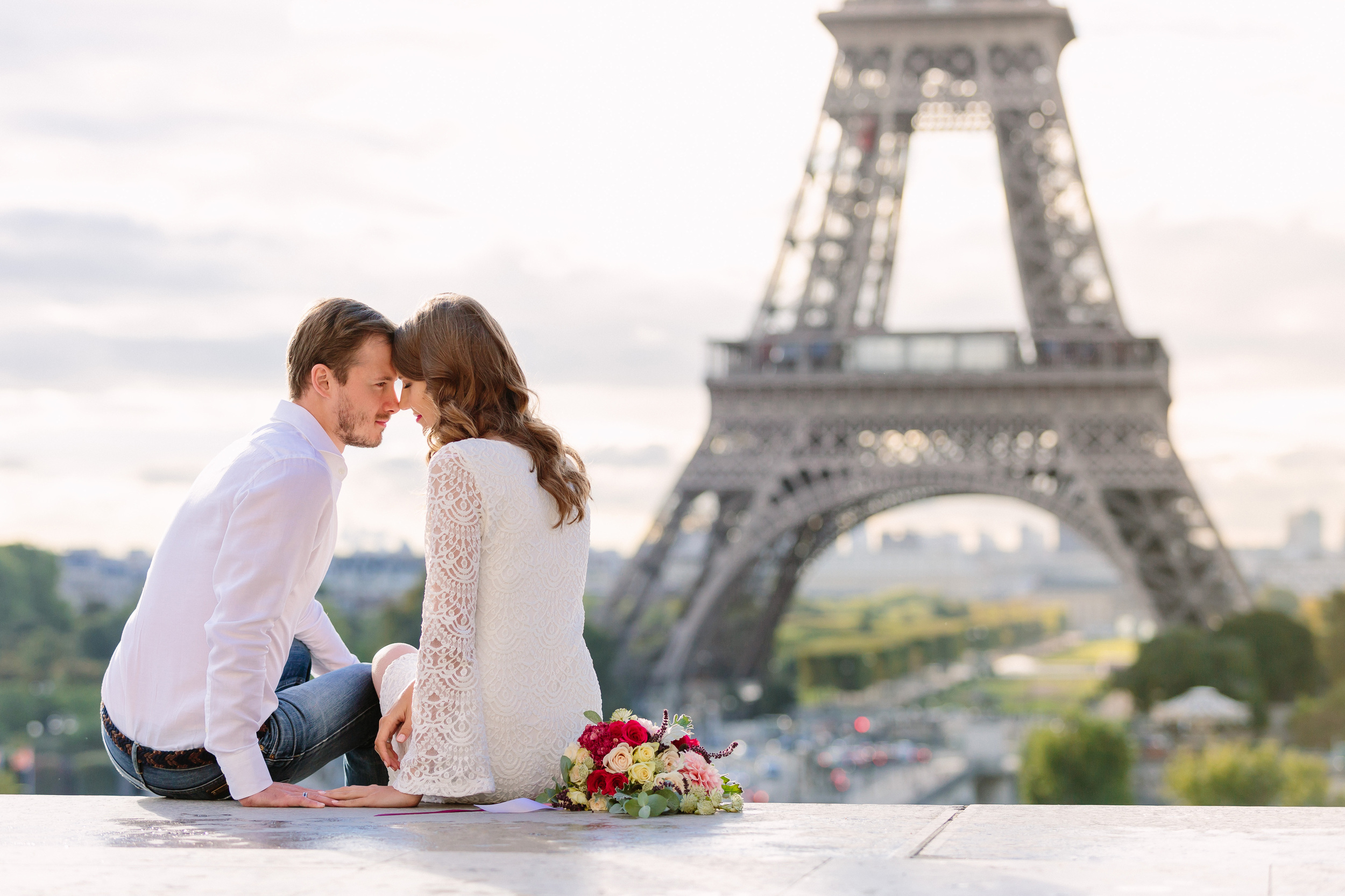 Paris Photographer couple elopement sitting at Trocadero view of Eiffel Tower