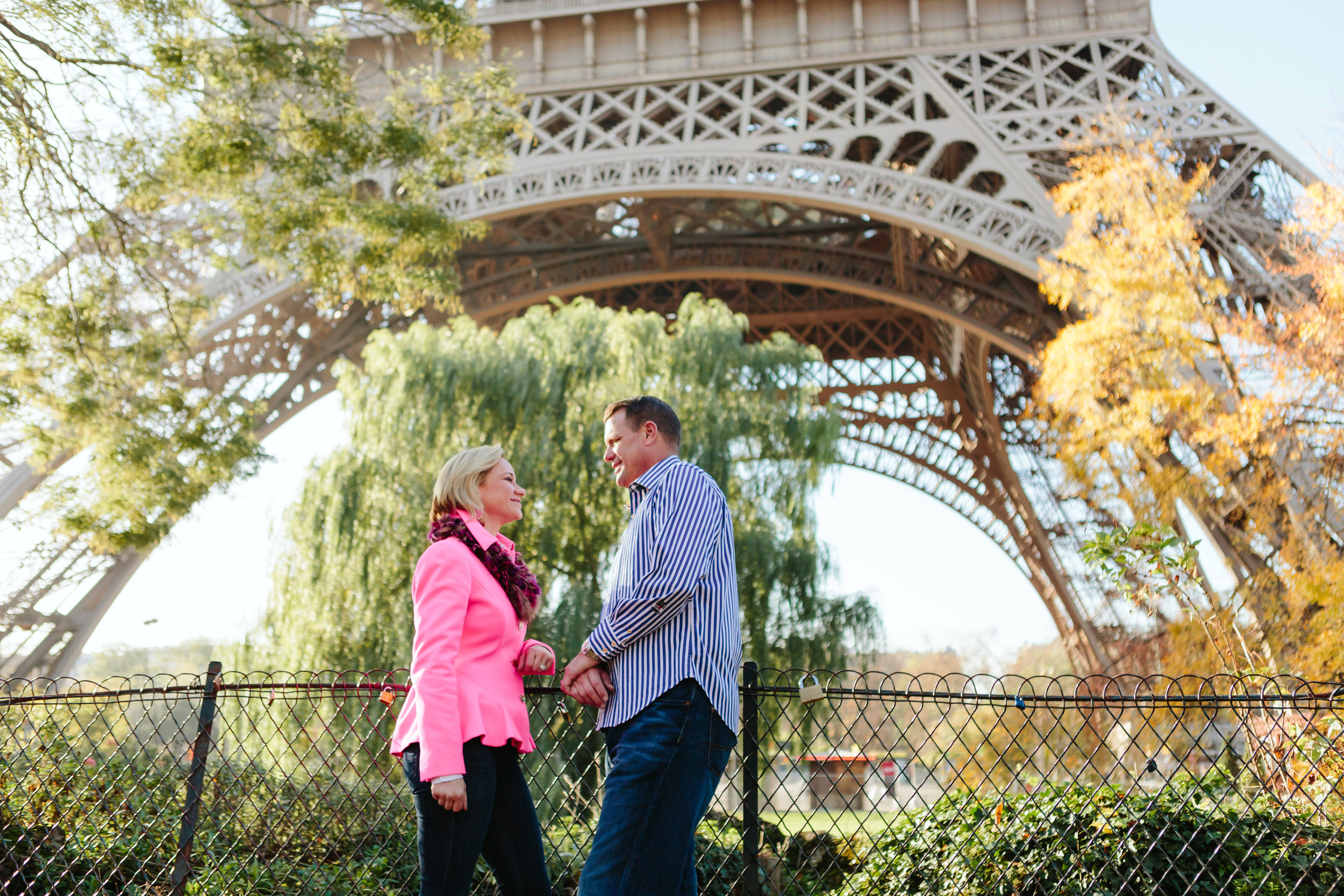 paris photographer anniversary session for a couple under the eiffel tower