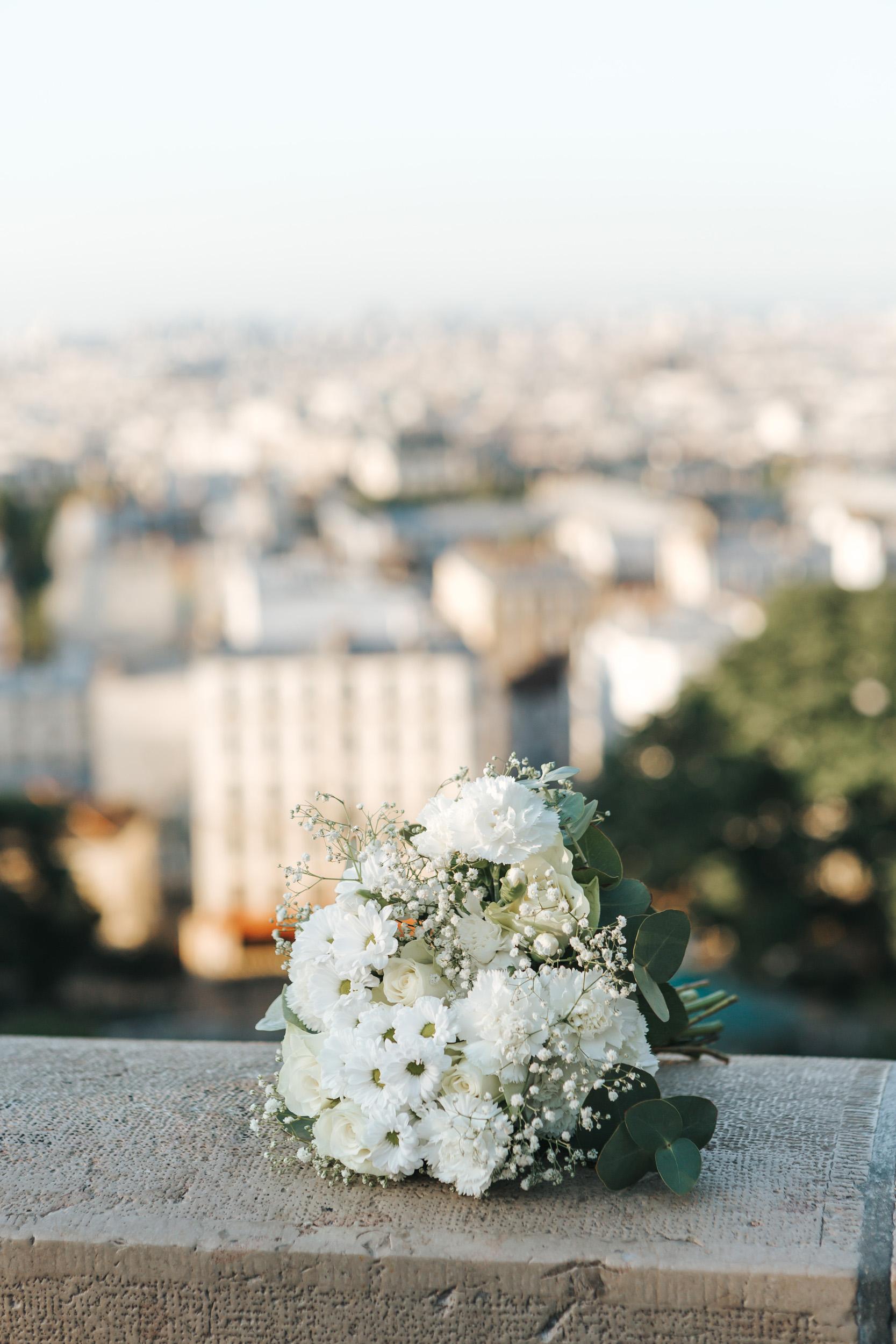 Photographer in Paris  Montmartre Sunrise Flowers Bouquet