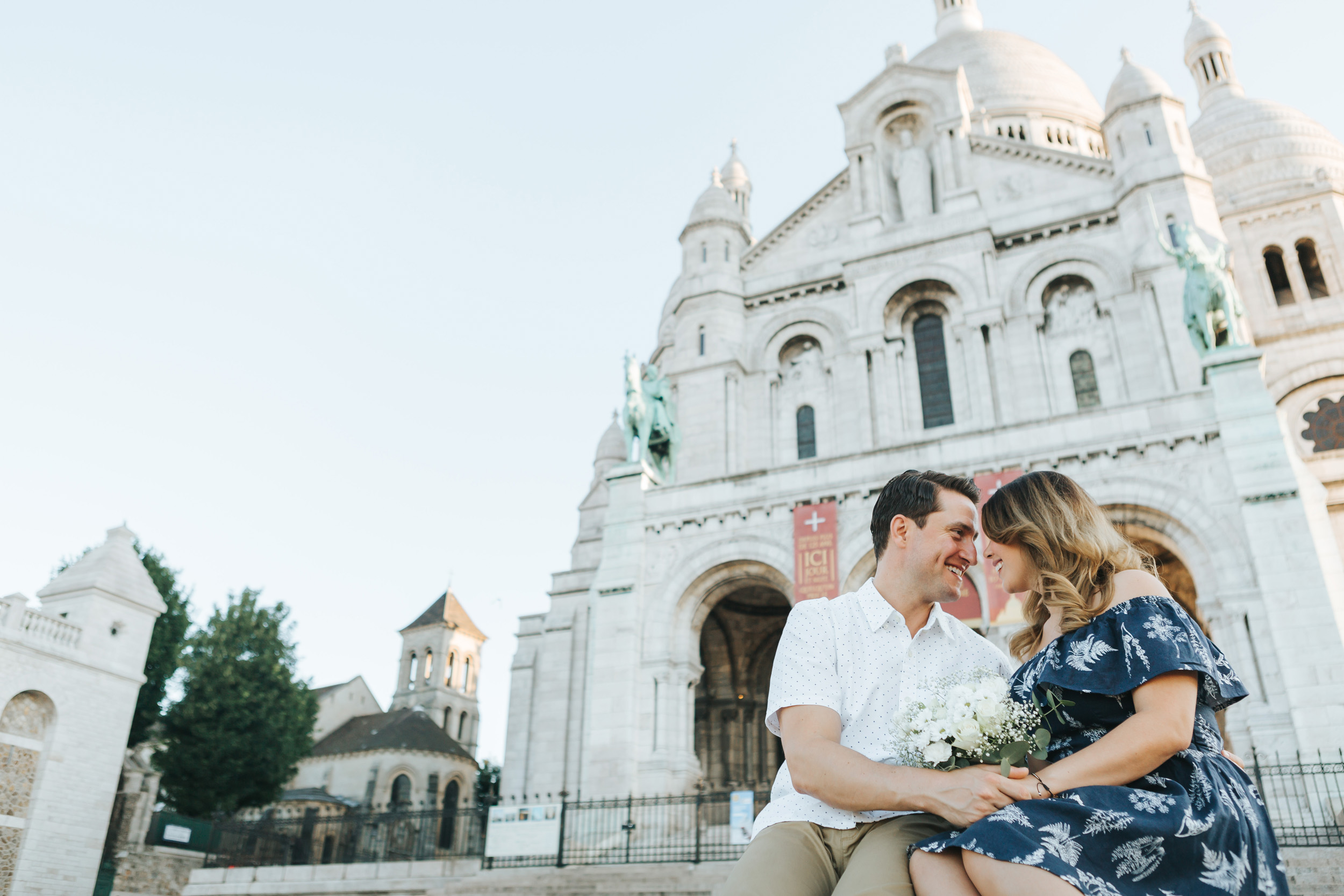 Photographer in Paris   Love Story Montmartre Sunrise Flowers Anniversary Couple Session