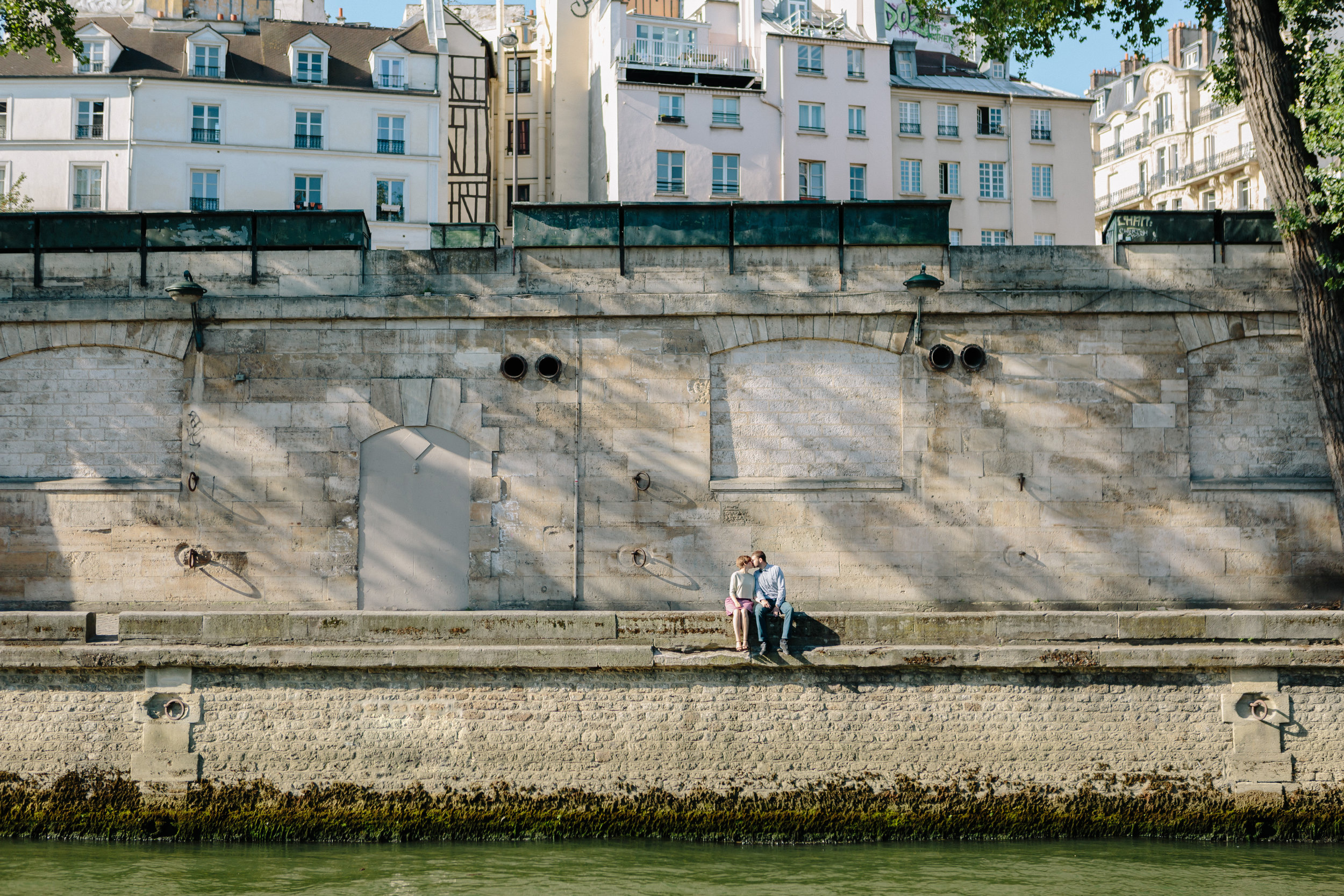 paris photographer couple session sitting on the steps by the seine river