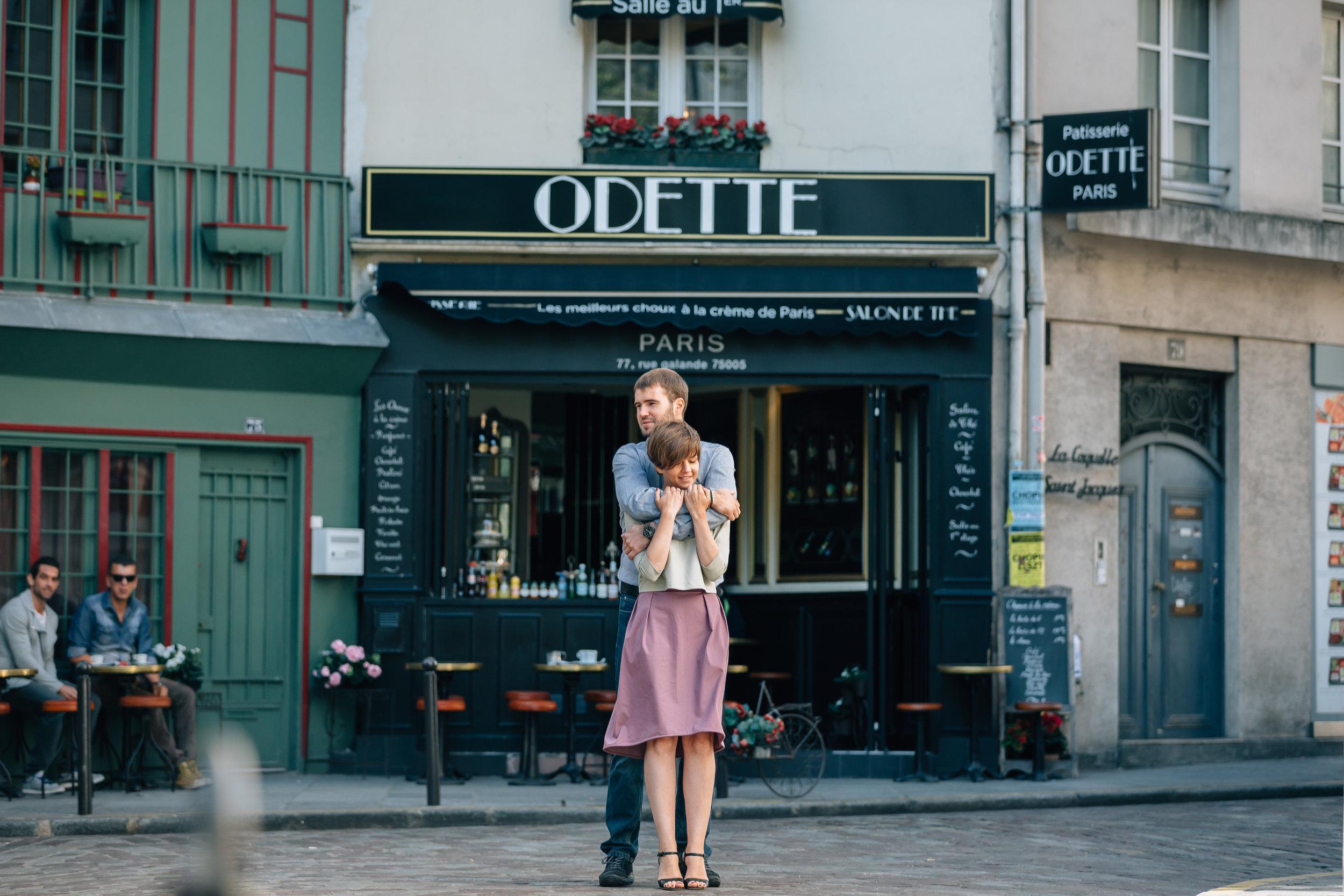 paris photographer honeymoon couple session portrait by odette cafe at saint germain