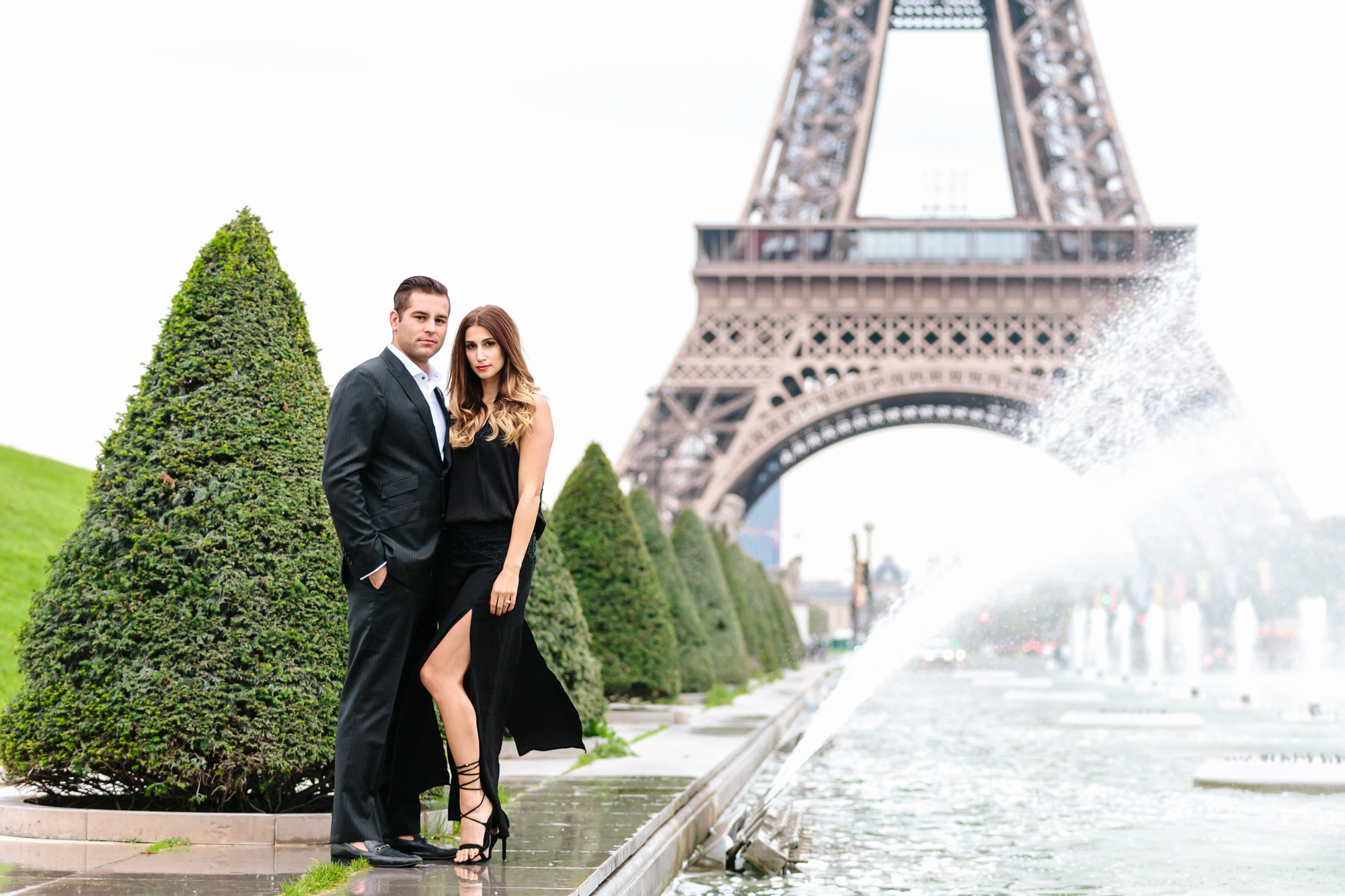 Photographer in Paris Travel Love story Eiffel Tower Couple Sesssion IheartParisfr