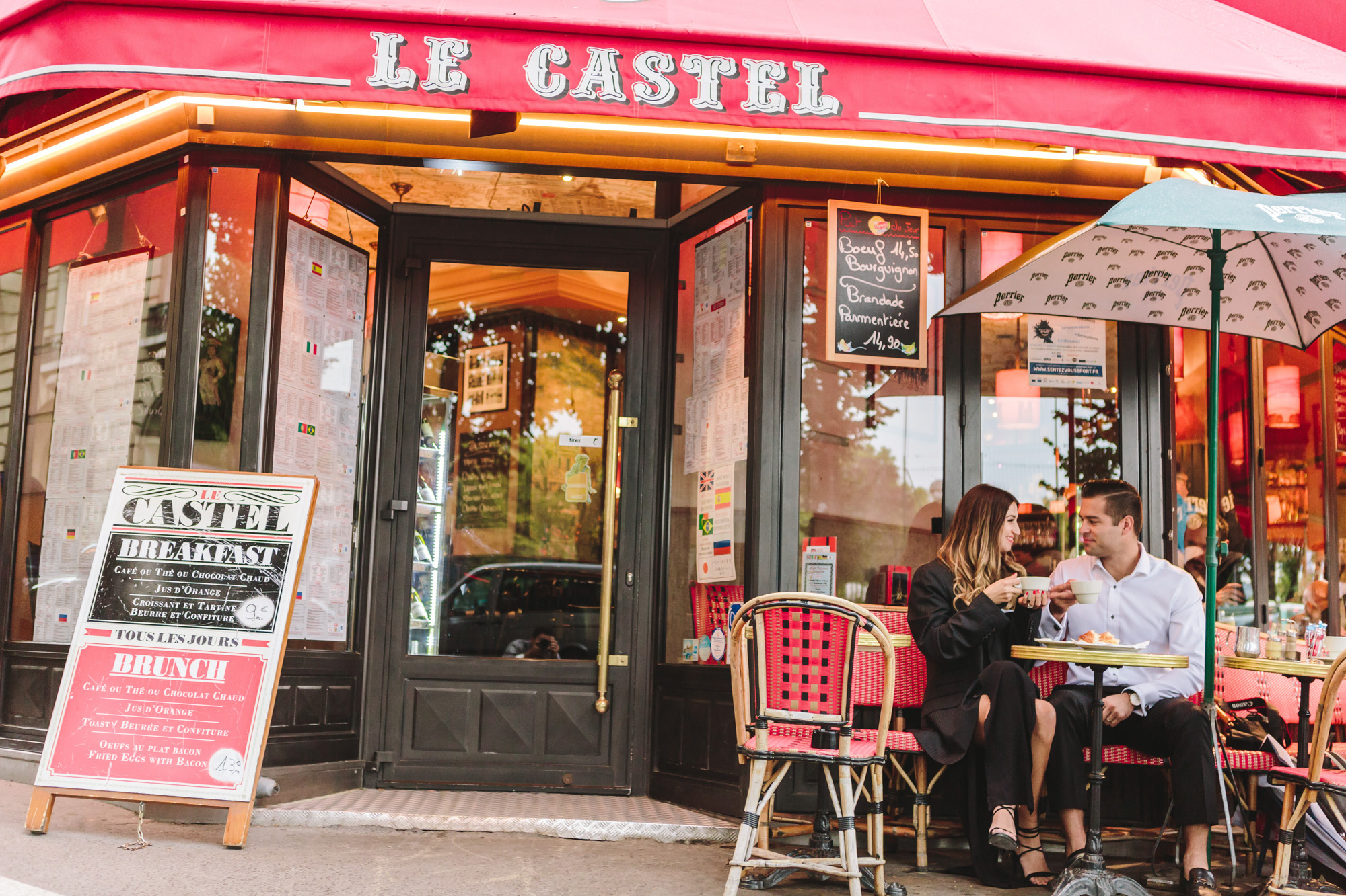 Paris Photographer Couple Sesssion Travel Lovestory cafe IheartParisfr