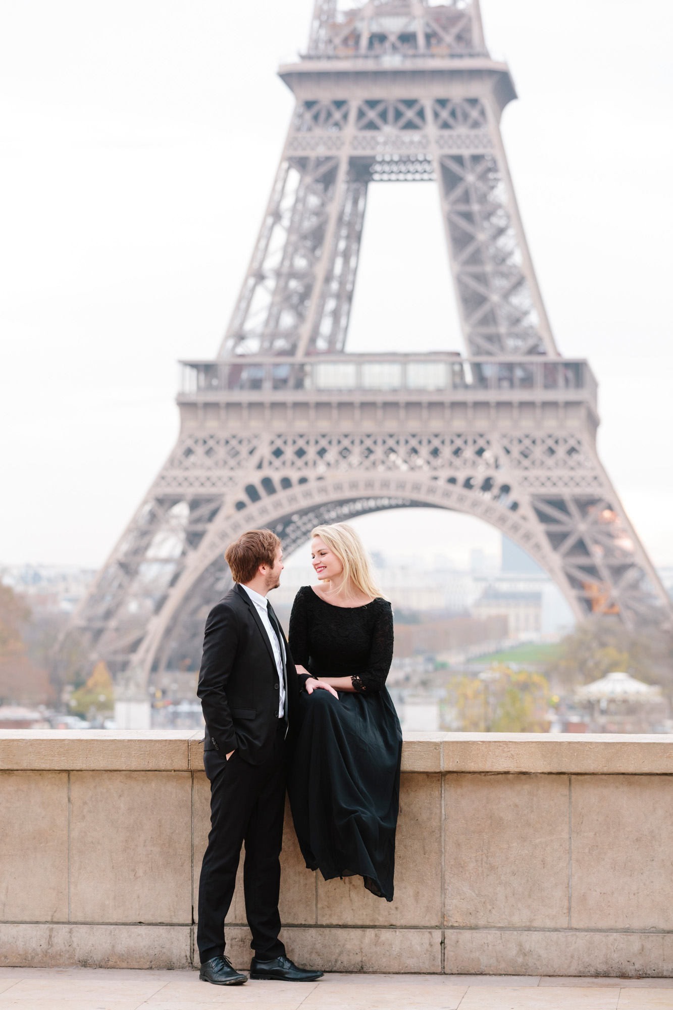 Couple engagement photoshoot at Trocadero with the view of the Eiffel Tower captured by Photographer in Paris Federico Guendel