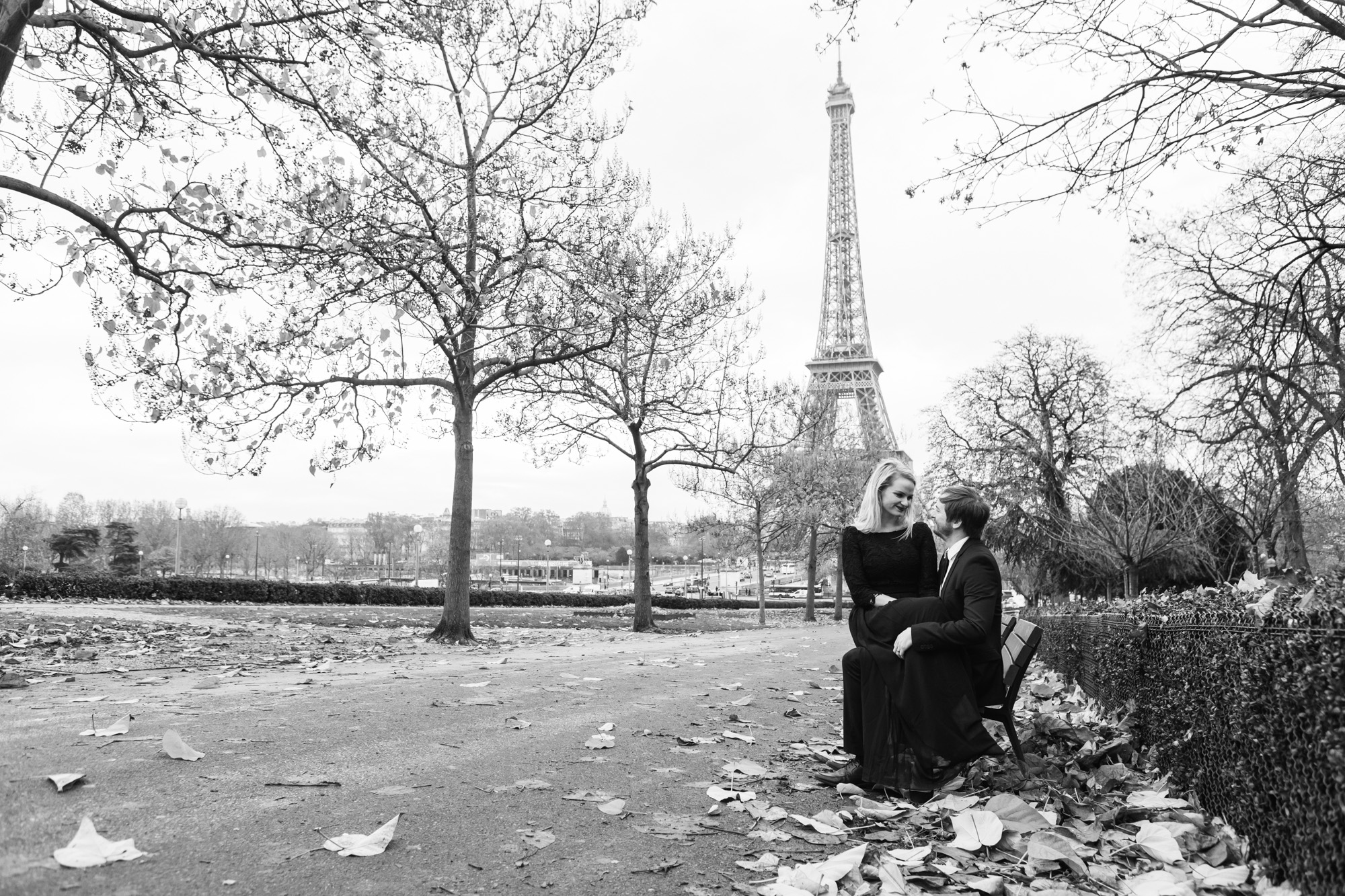 Couple engagement portrait in black and white by the Eiffel Tower captured by Photographer in Paris Federico Guendel