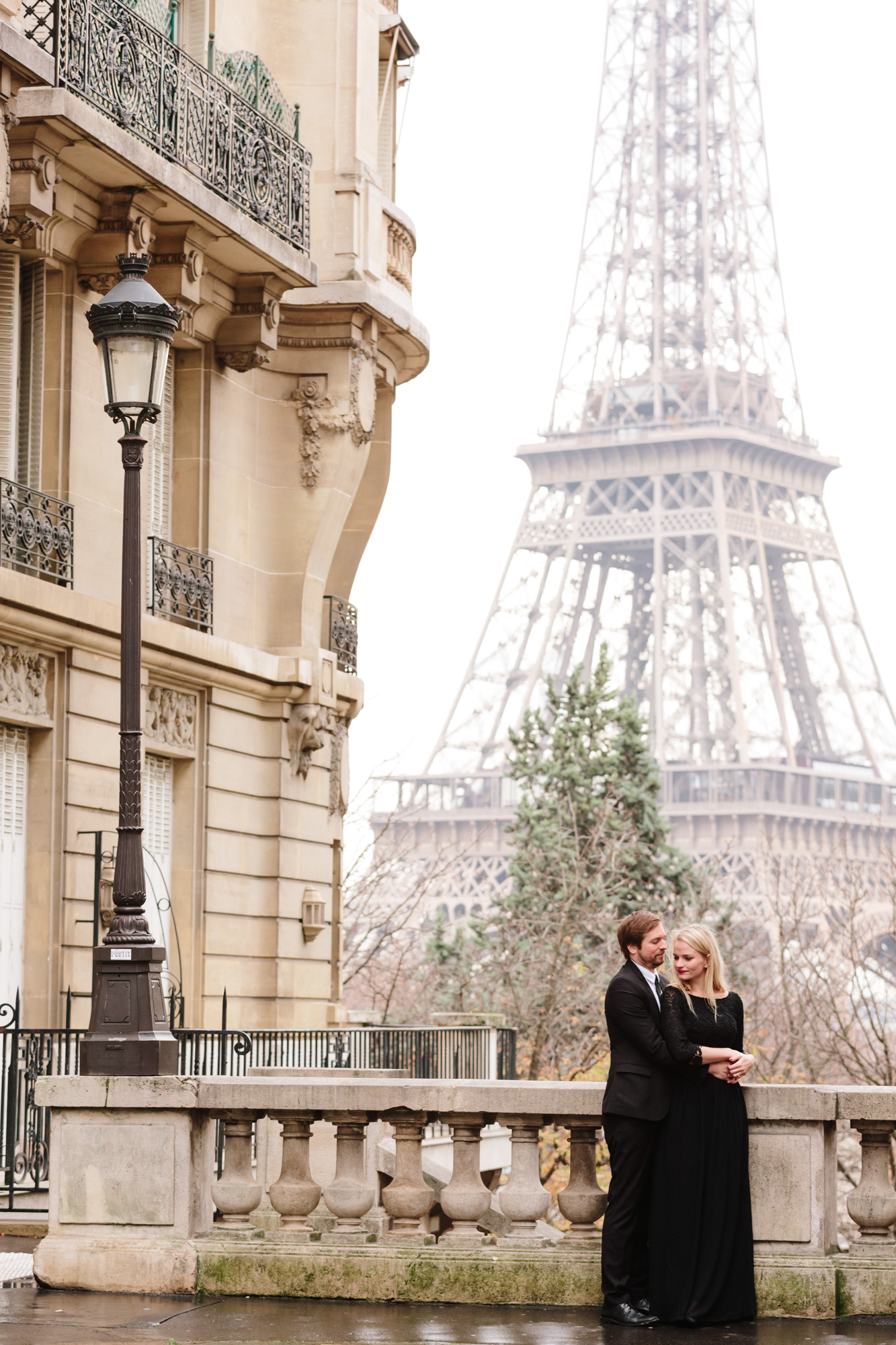 Photographer in Paris Federico Guendel captured couple engagement portrait by the Eiffel Tower at Passy Avenue de Camoens