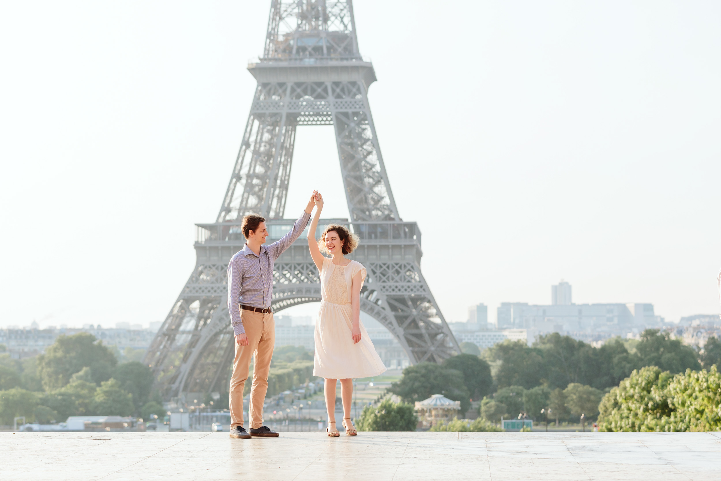 Couple in love dancing at Trocadero by the Eiffel Tower at sunrise captured by Paris Photographer Federico Guendel IheartParisFr