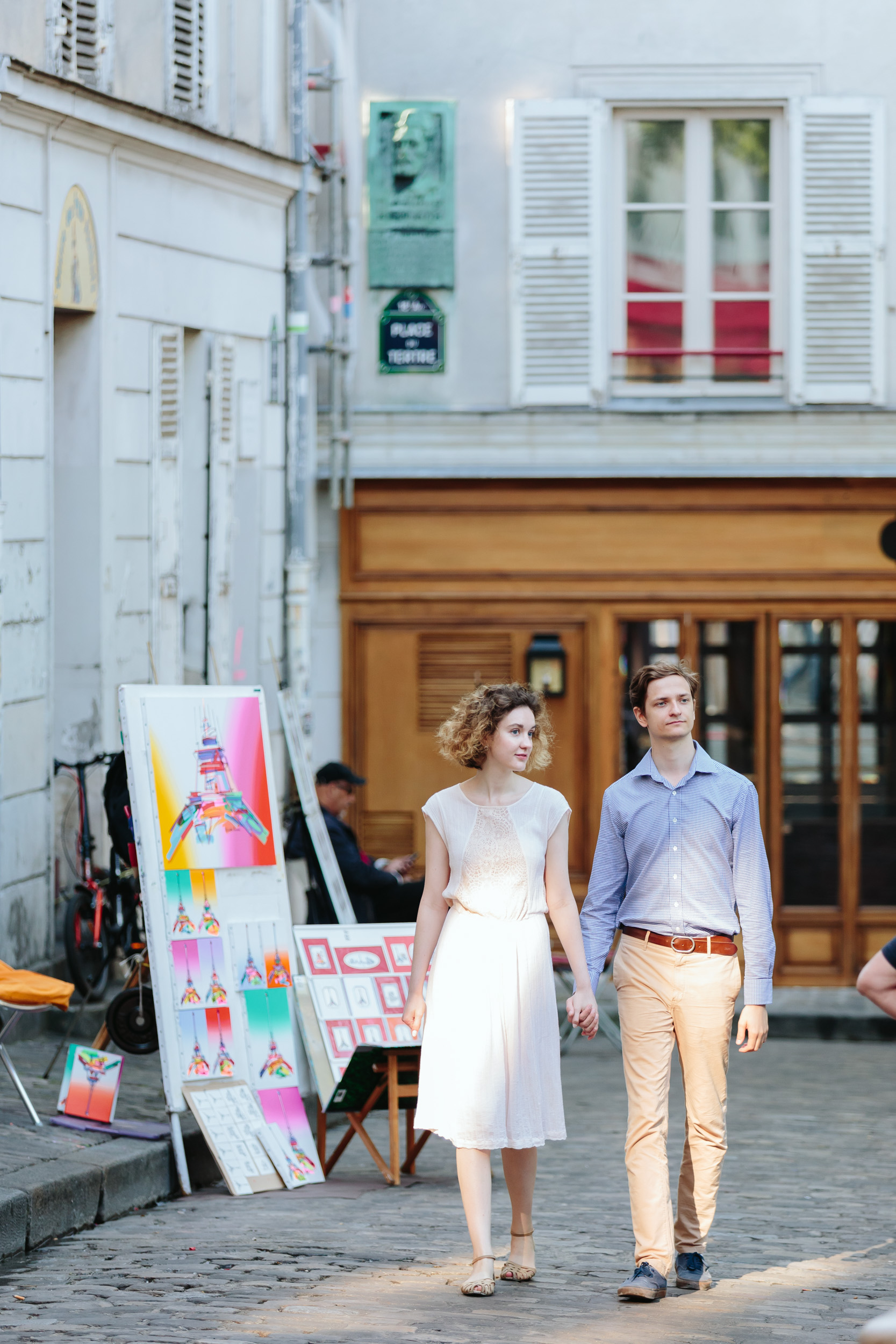 Couple in love holding hands walking in Montmartre captured by Paris Photographer Federico Guendel IheartParisFr
