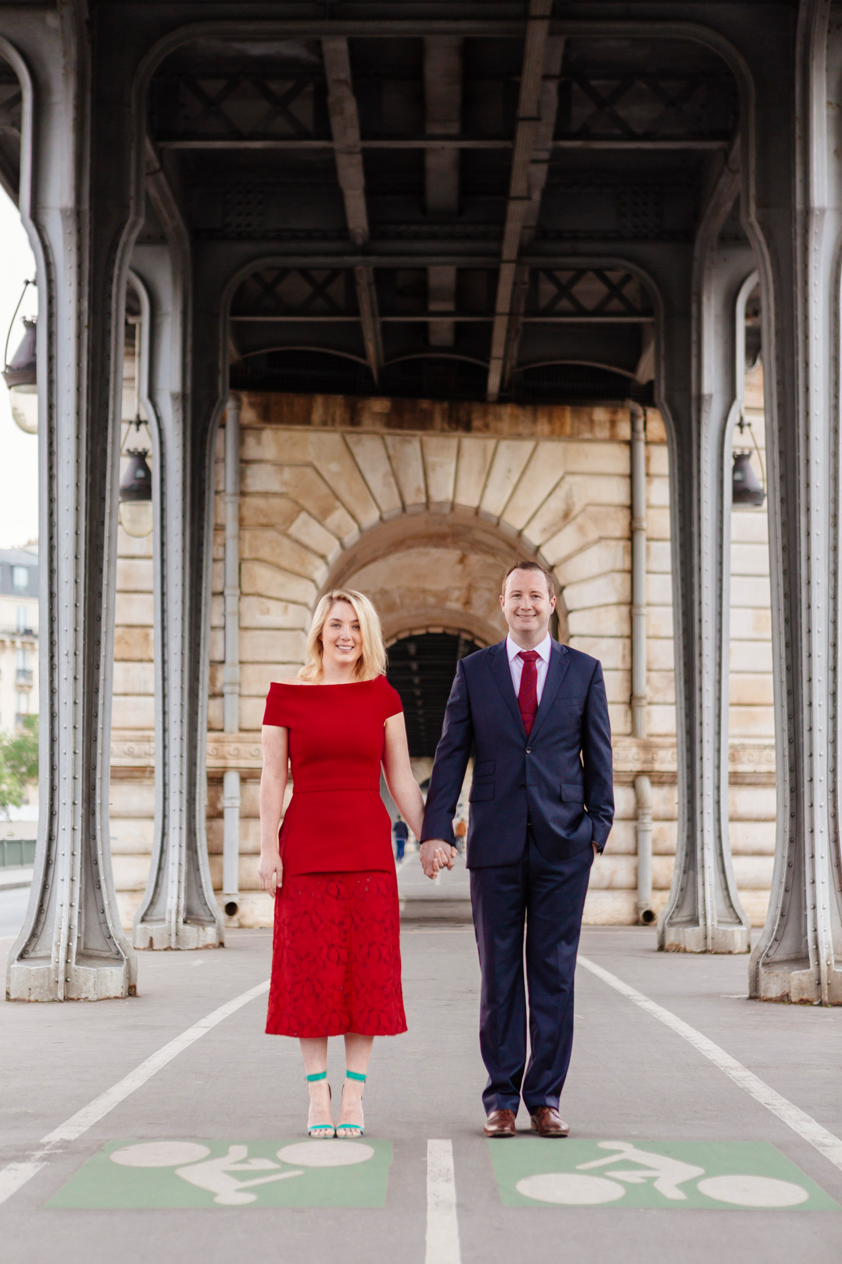 Portrait of a couple at Pont Bir Hakeim captured by Paris Photographer Federico Guendel www.iheartparis.fr