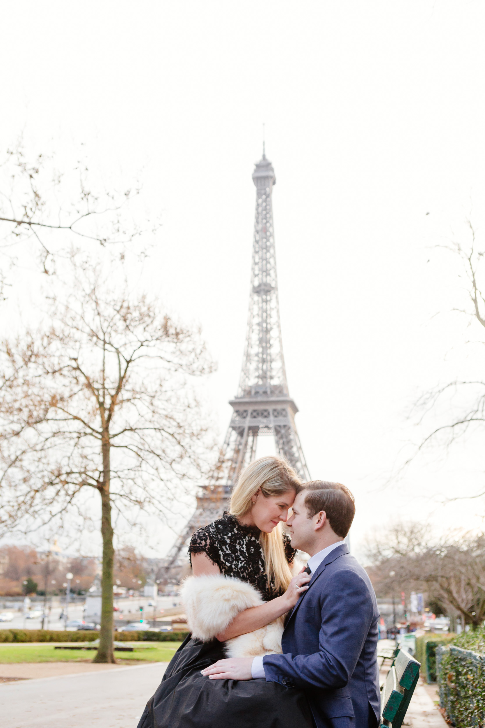 Paris vacation couple portrait sitting on a bench at Trocadero with the view of Eiffel Tower captured by Paris Photographer Federico Guendel www.iheartparis.fr