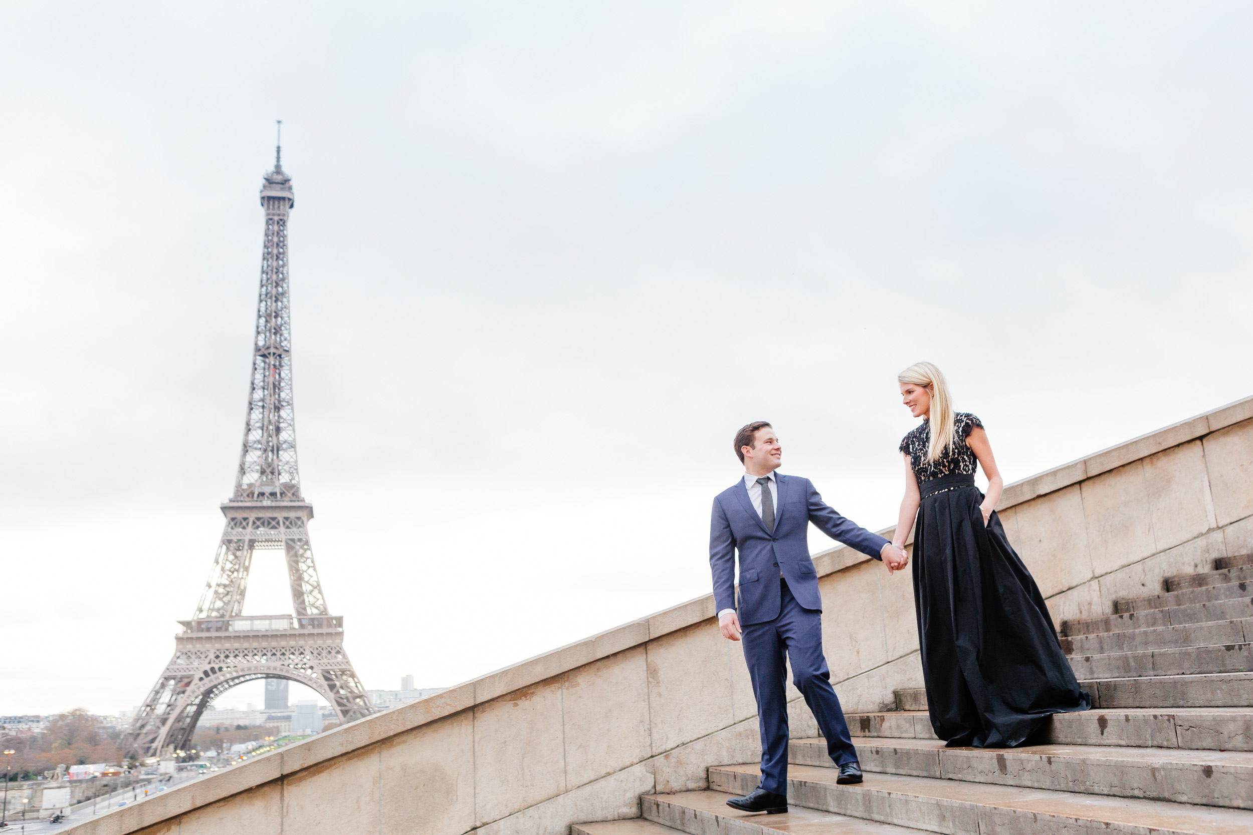 Paris vacation romantic couple portrait at the steps of Trocadero with the view of Eiffel Tower captured by Paris Photographer Federico Guendel www.iheartparis.fr