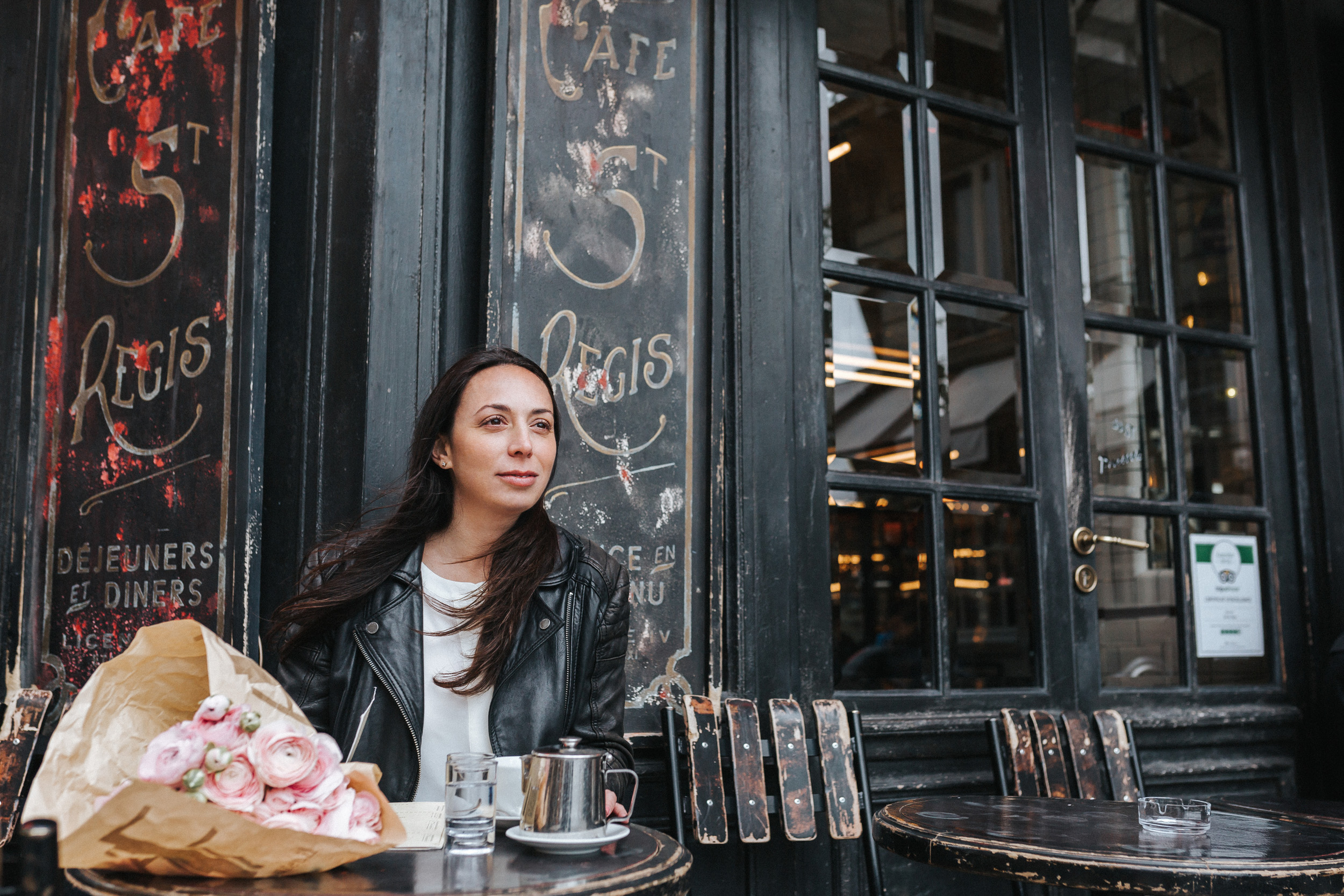 Portrait of Rebecca Plotnick founder of Every Day Parisian blog sitting at Cafe St Regis with bouquet of ranunculus captured by Paris Photographer Federico and Anastasia Guendel IheartParisFr TheFlyingPoodle