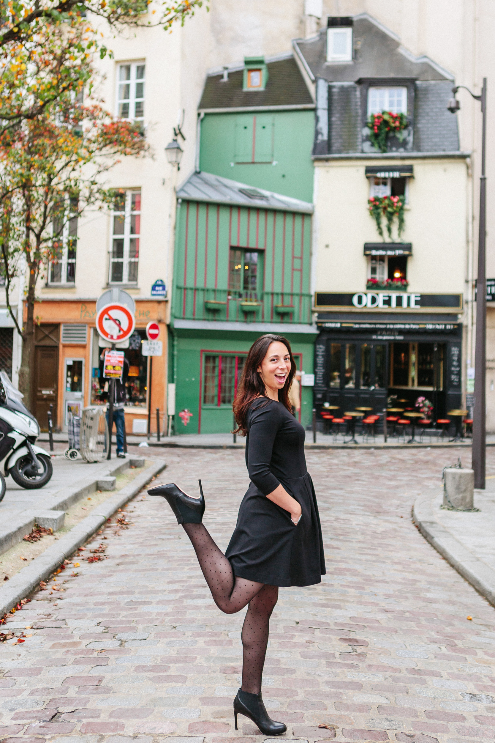 Portrait of Rebecca Plotnick founder of Every Day Parisian blog in front of Cafe Odette captured by Paris Photographer Federico and Anastasia Guendel IheartParisFr TheFlyingPoodle