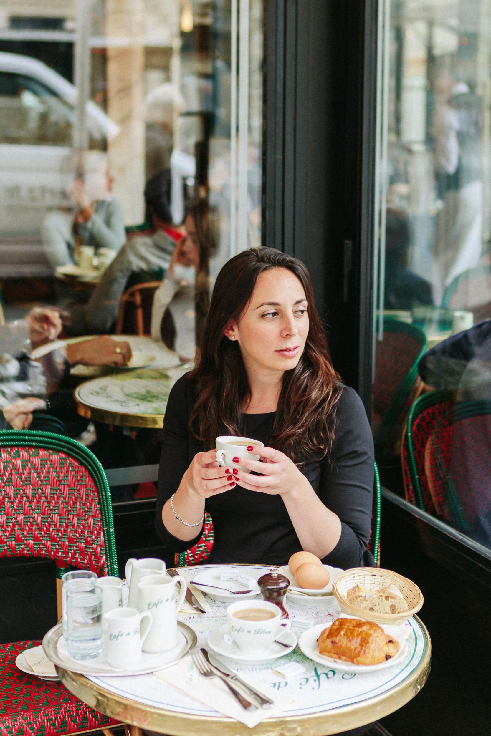 Portrait of Rebecca Plotnick founder of Every Day Parisian blog at Cafe de Flore captured by Paris Photographer Federico and Anastasia Guendel IheartParisFr TheFlyingPoodle