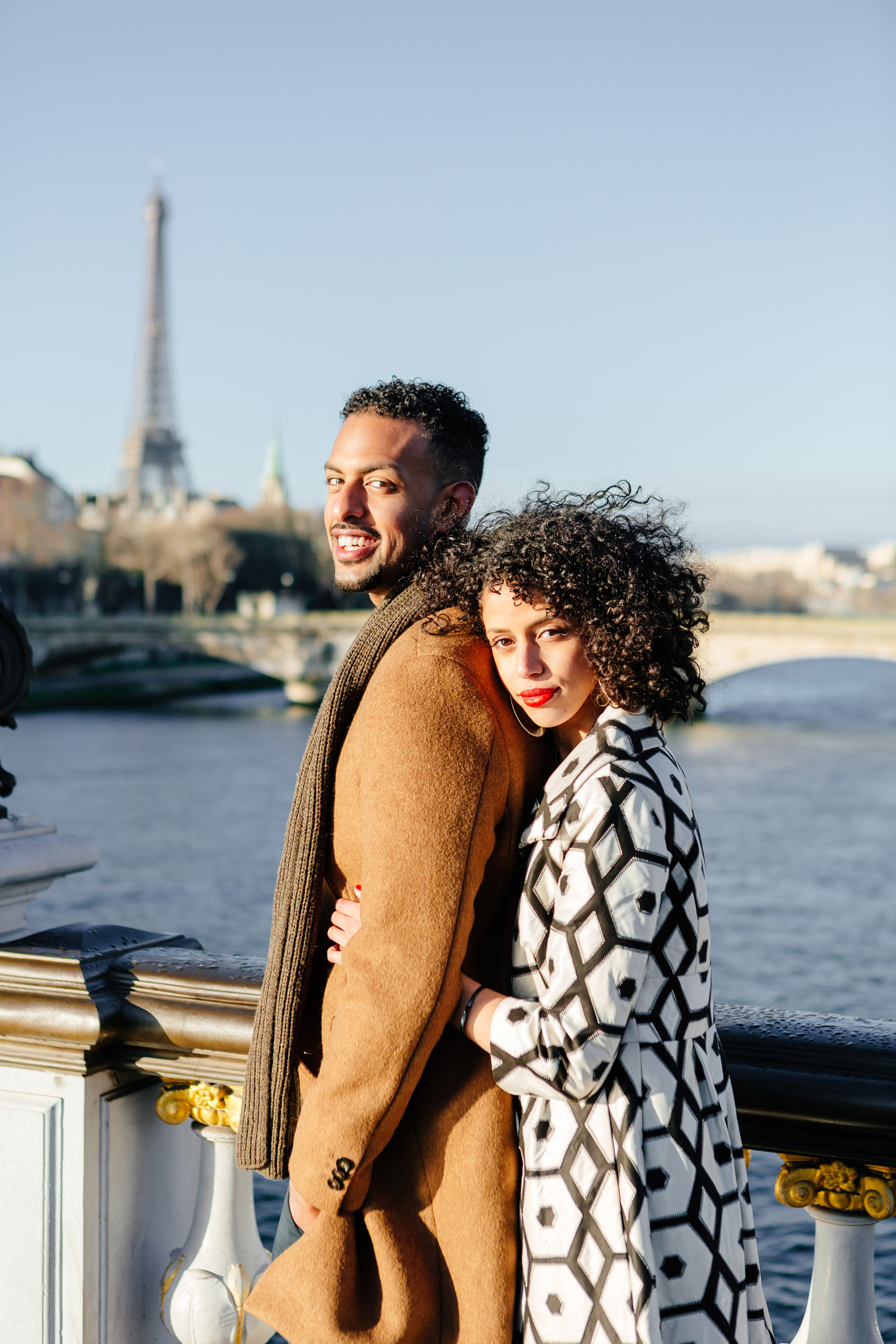 Couple session portrait at Pont Alexandre III captured by Paris Photographer Federico Guendel IheartParis www.iheartparis.fr
