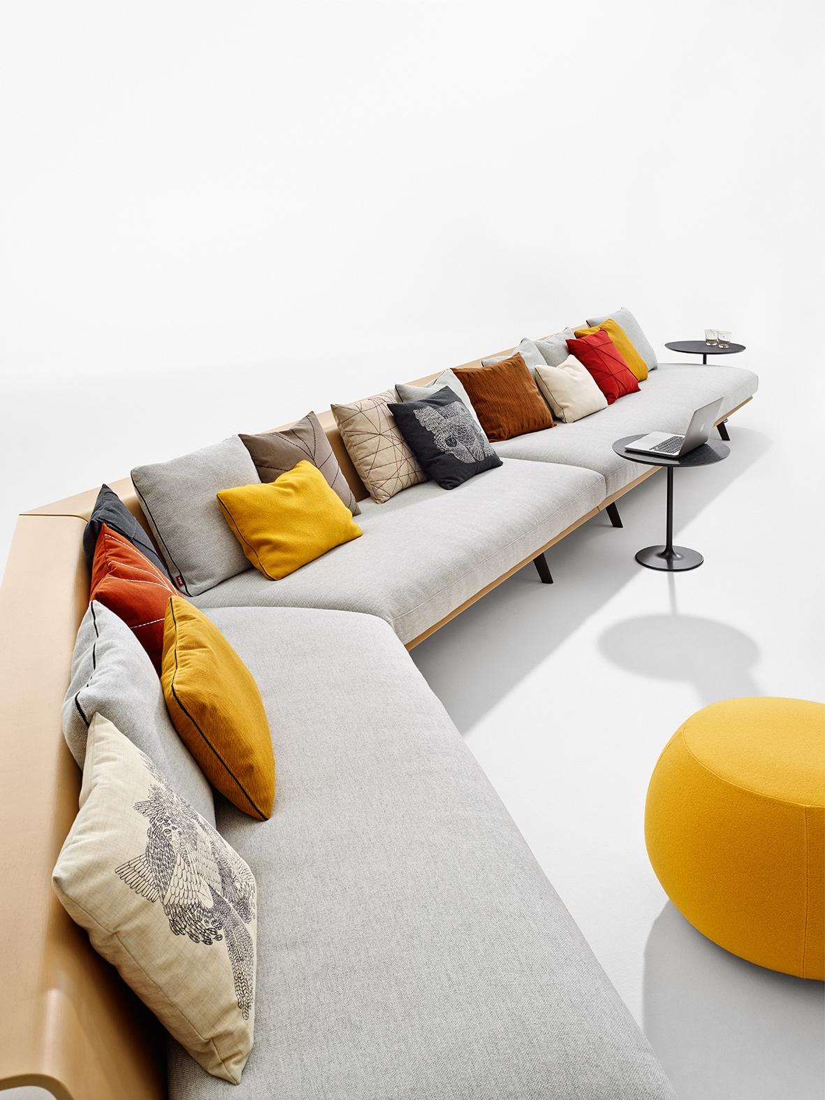 Arper_Zinta_Lounge_sofa_modular_MarcoCovi_4424+4425+4420_2.jpg