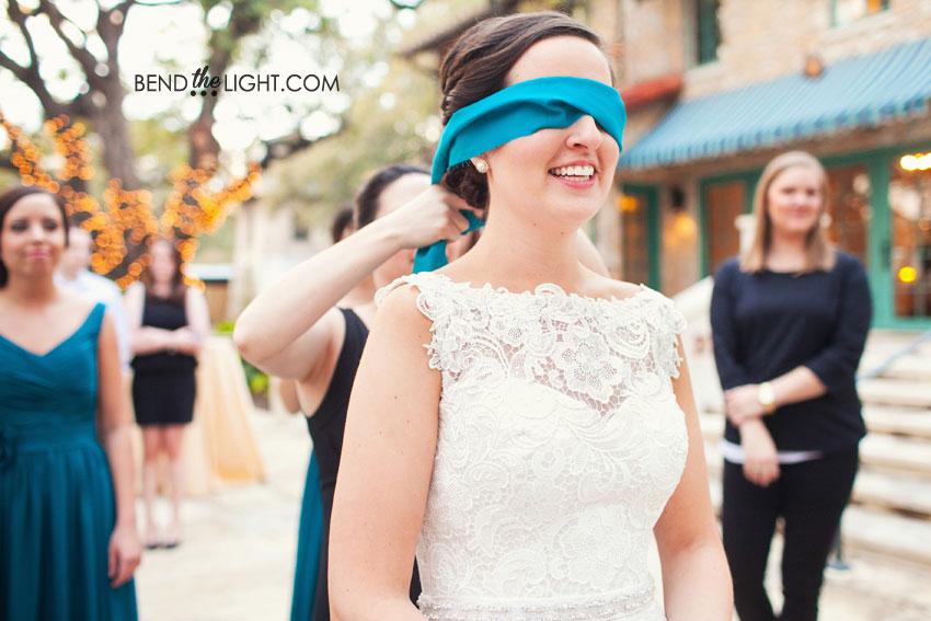 35-weddings-at-the-veranda-san-antonio-wedding-pinata-photos.jpg