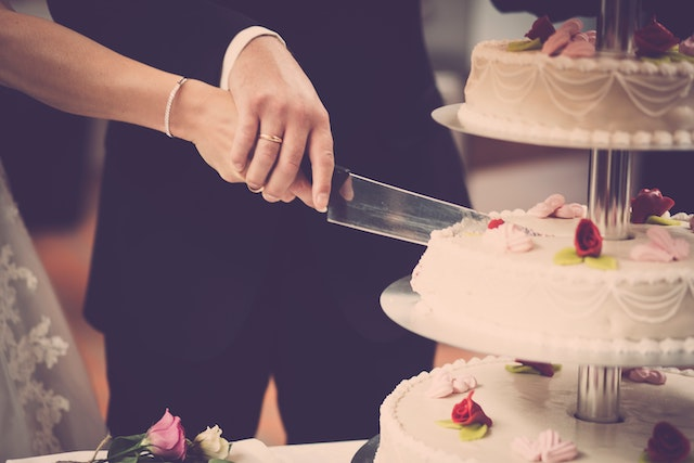 wedding-cake-cutting.jpg