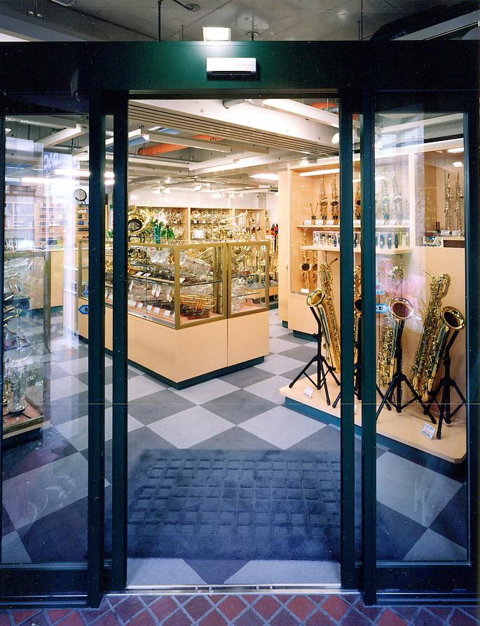 2F店舗入口.jpg