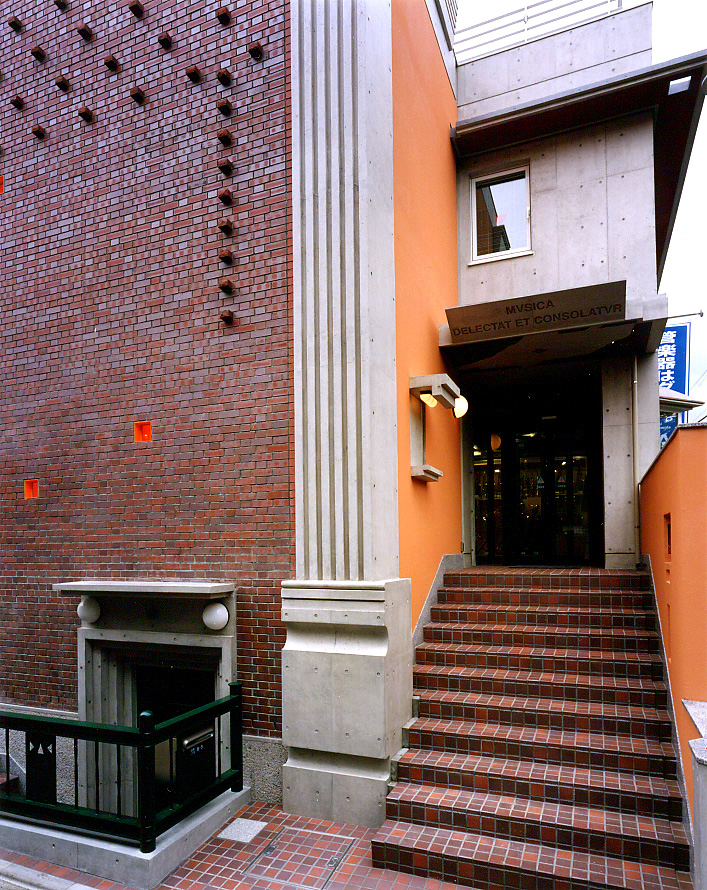 北側ファサード階段.jpg
