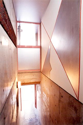 ロザリアビル階段上.jpg