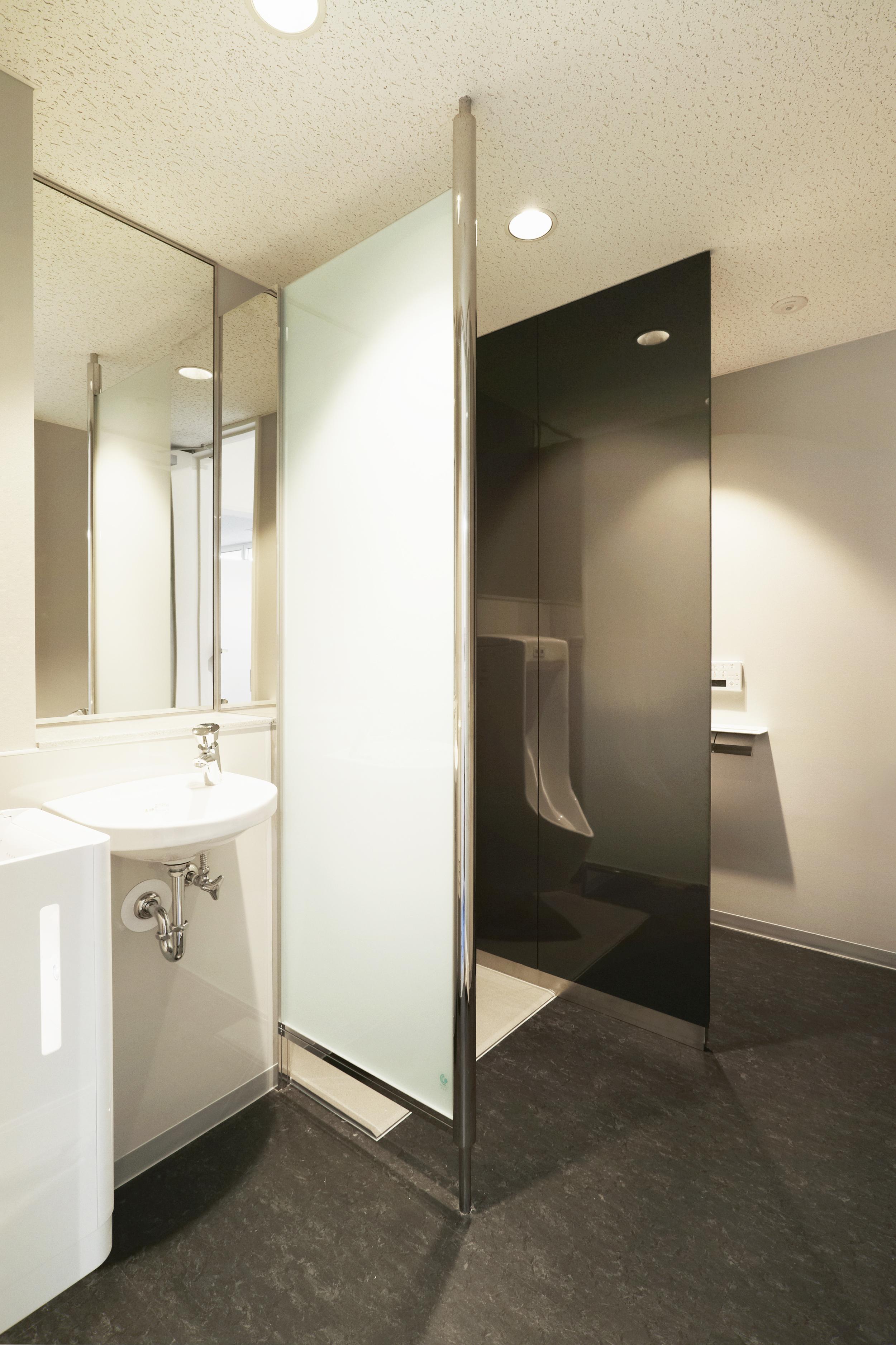 012.紳士用トイレ2.jpg