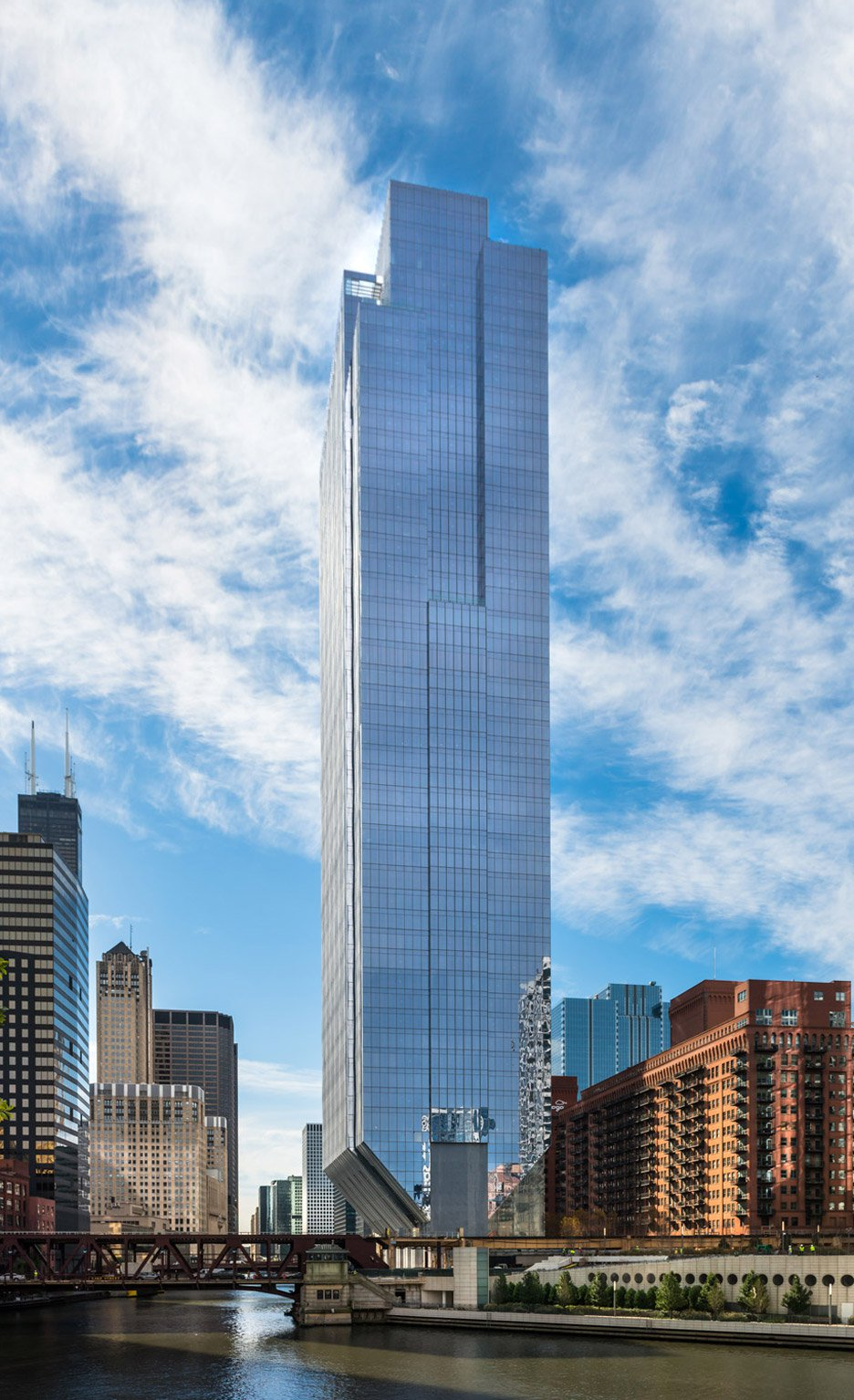 150-north-riverside-office-tower-chiacgo-developer-riverside-investment-development-west-loop-waterfront-river-goettsch-partners-architecture-skyscraper-usa-american_dezeen_10.jpg