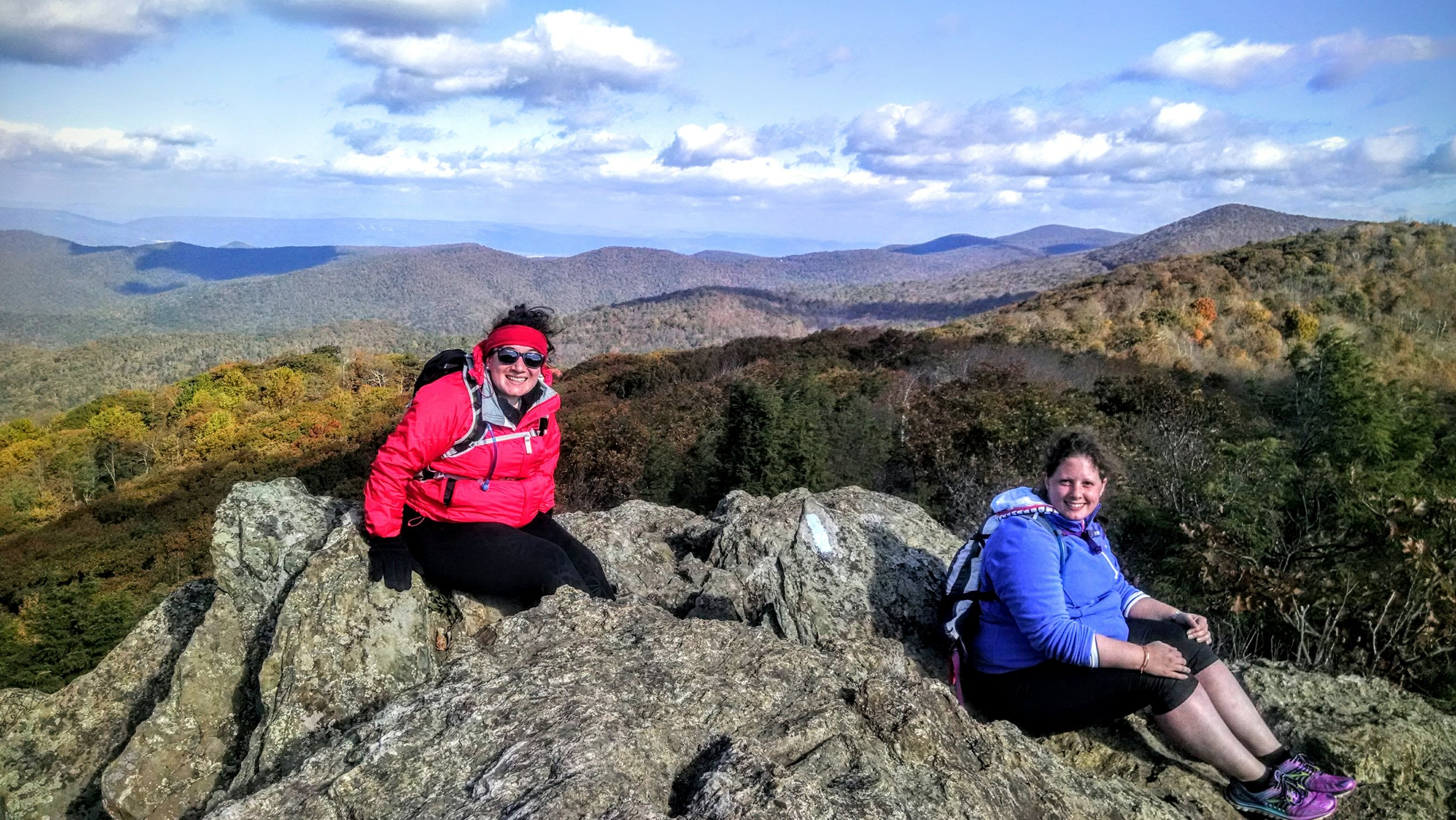 360 degree view from the top of the Bearfence Rock Scramble hike in Shenandoah National Park