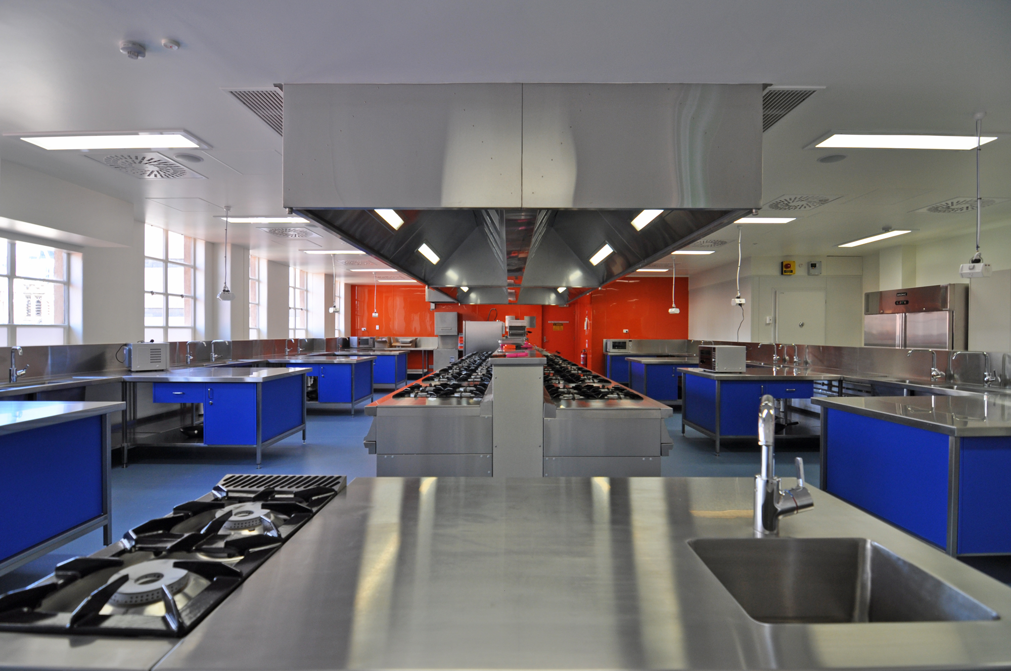 UniSA CEA | NBE Nutrition Hub   Services: BCA Engineers Contractor: Mossop Construction + Interiors Photographer: W+S  Nutrition teaching and research hub for the school of Pharmacy and Health Sciences. The kitchen is capable of teaching 30 students and includes preparation areas, instructor bench with audio integration throughout, dry and cold stores, freezer and commercial dishwashing area