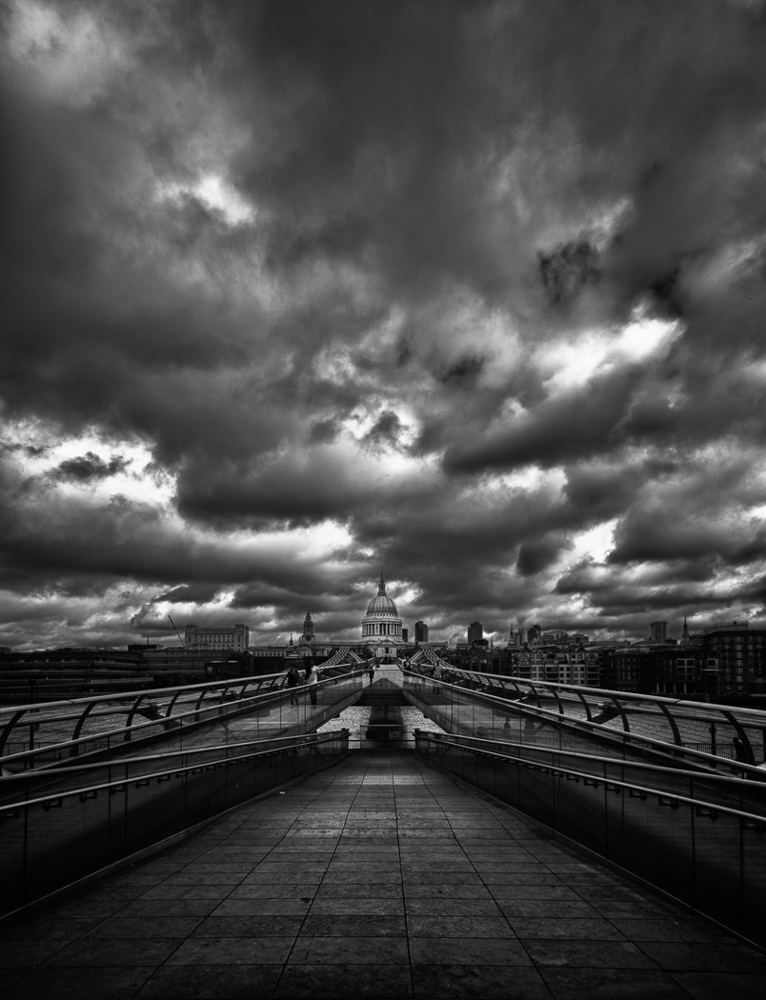 1_SS_Wobbly Bridge to St Pauls_Stephen Thorpe R-2.jpg