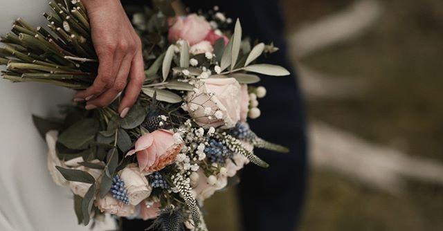 FLOWERS // Love a flower shot during couple portraits. Amazing flowers by @em_blossem @hollycattellanderson . . . #yorkshireweddingvideographer #weddingcinematography #weddinginspiration #weddingvideographerlondon #destinationweddingplanner #destinationweddingvideographer #junebugweddings #bohoweddings #rockmyweddingsupplier #rockmywedding #weddingflowers #weddingvideo #weddingfilm #lookslikefilm #lookslikefilmweddings #yorkshirewedding
