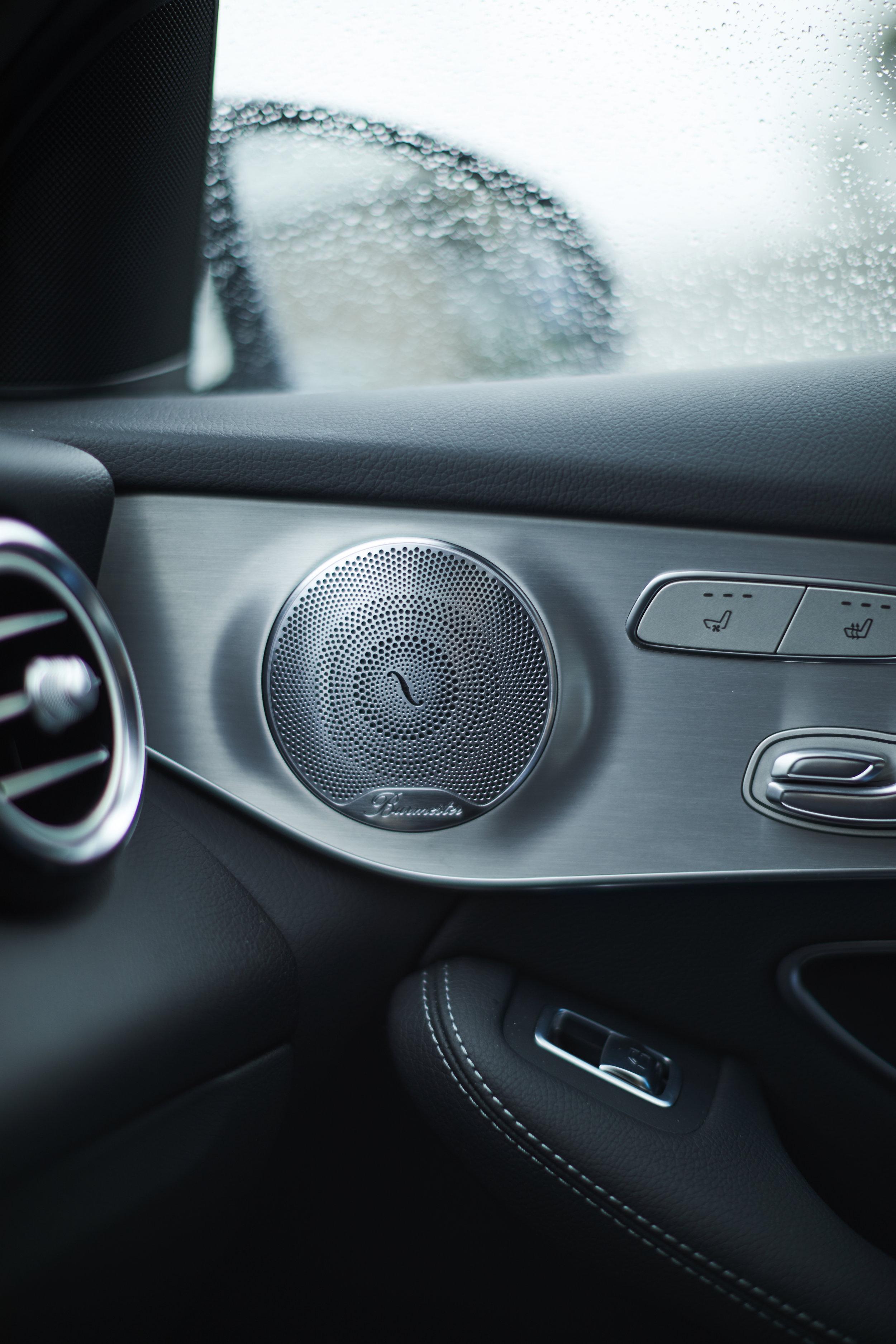 Regen, Regen - Sitzheizung - Wenns draussen regnet kann man schon mal das Interieur und guten Sound geniessen. Da kann man Mercedes-Benz wohl nichts vorwerfen :D