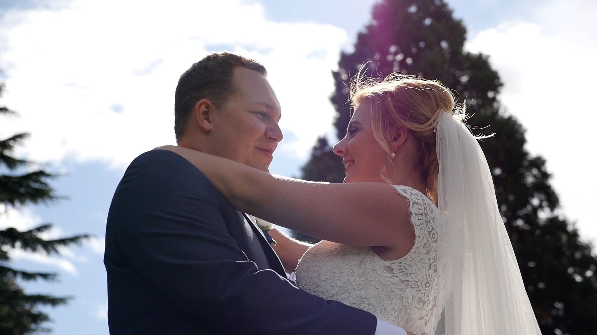Wedding videographer Southend on sea, Wedding videographer Essex, wedding filming Suffolk, wedding videographer Kent, gosfield hall, apron hall, the lawn