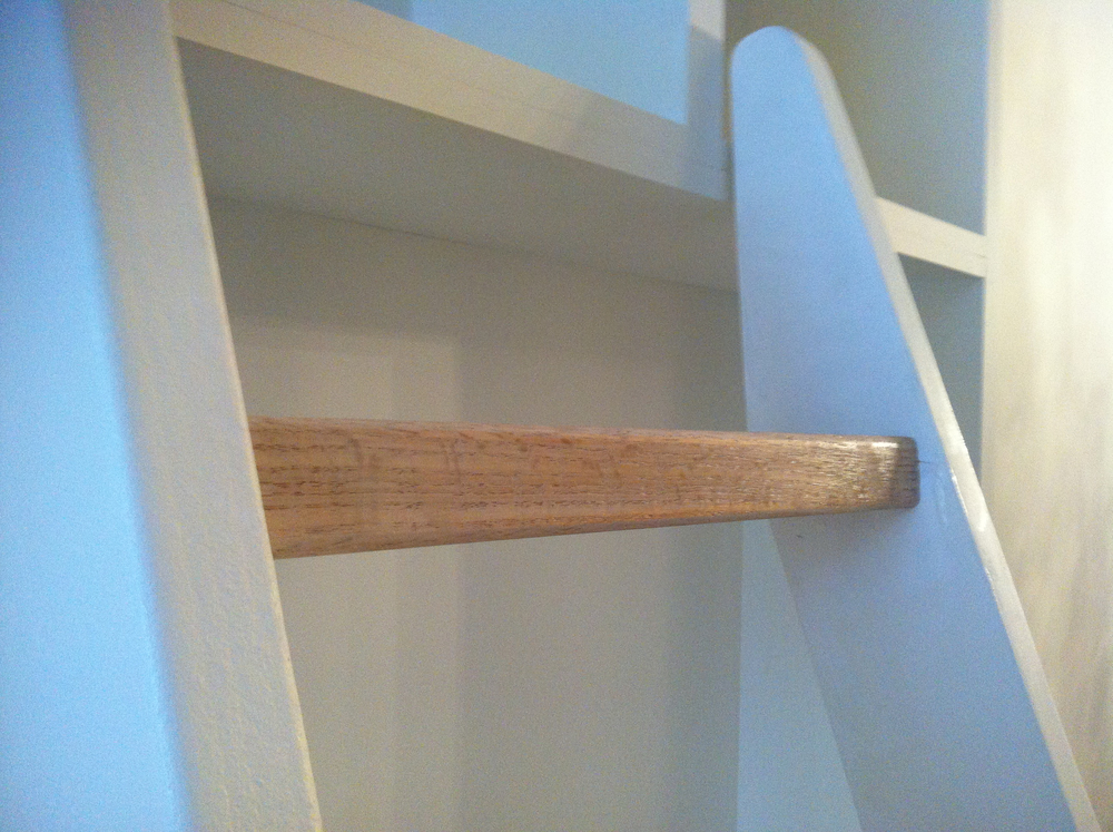 Super+Close+Up+on+Oak+Ladder+Step.jpg