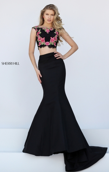 Sherri Hill always has the best PROM DRESSES. Floral prints and the Mermaid fit is this it dress right now!