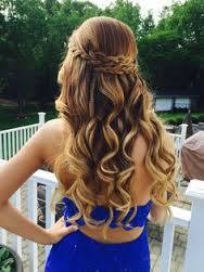We love these soft curls paired with this stylish halo braid.