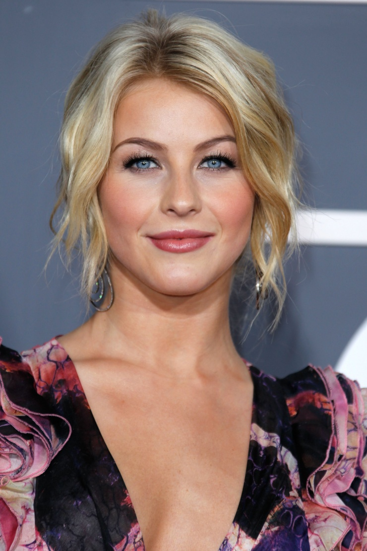 Julianne Hough always has the best beach waves.  Loosely pin back your tousled wave;allow hair to dangle around your hairline for a soft updo. Pair this hairstyle with bronzer + shiny lips for a wedding or gala event.