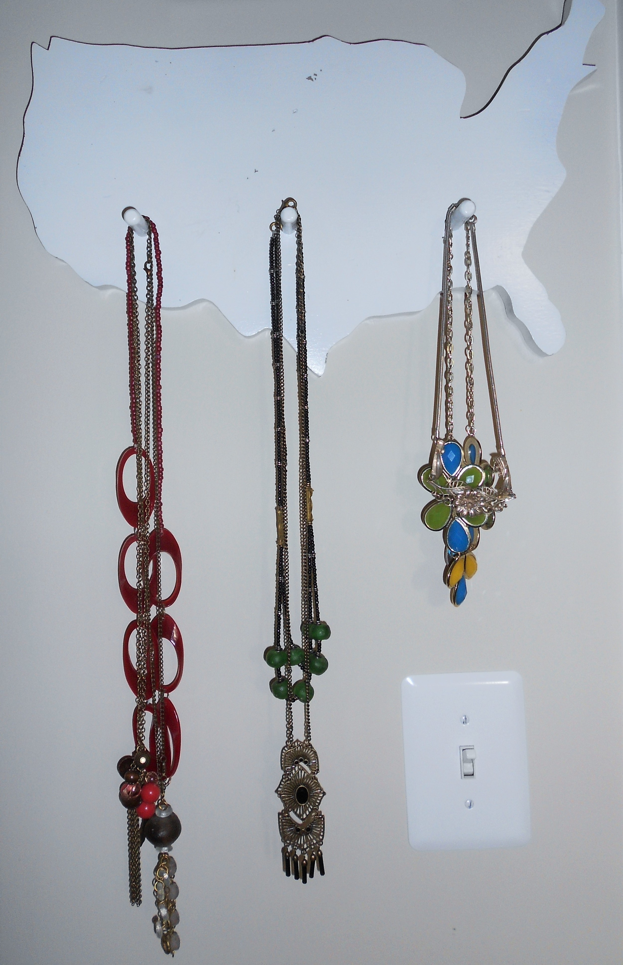In the realm of small victories - I am extremely happy about my new small(er) collection of necklaces. Now I only make a decision between eight necklaces, instead of 30.