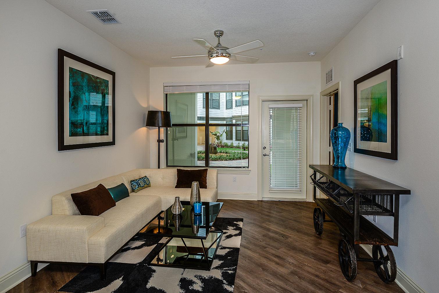 Greystar--EOS-Apartments-8667.jpg