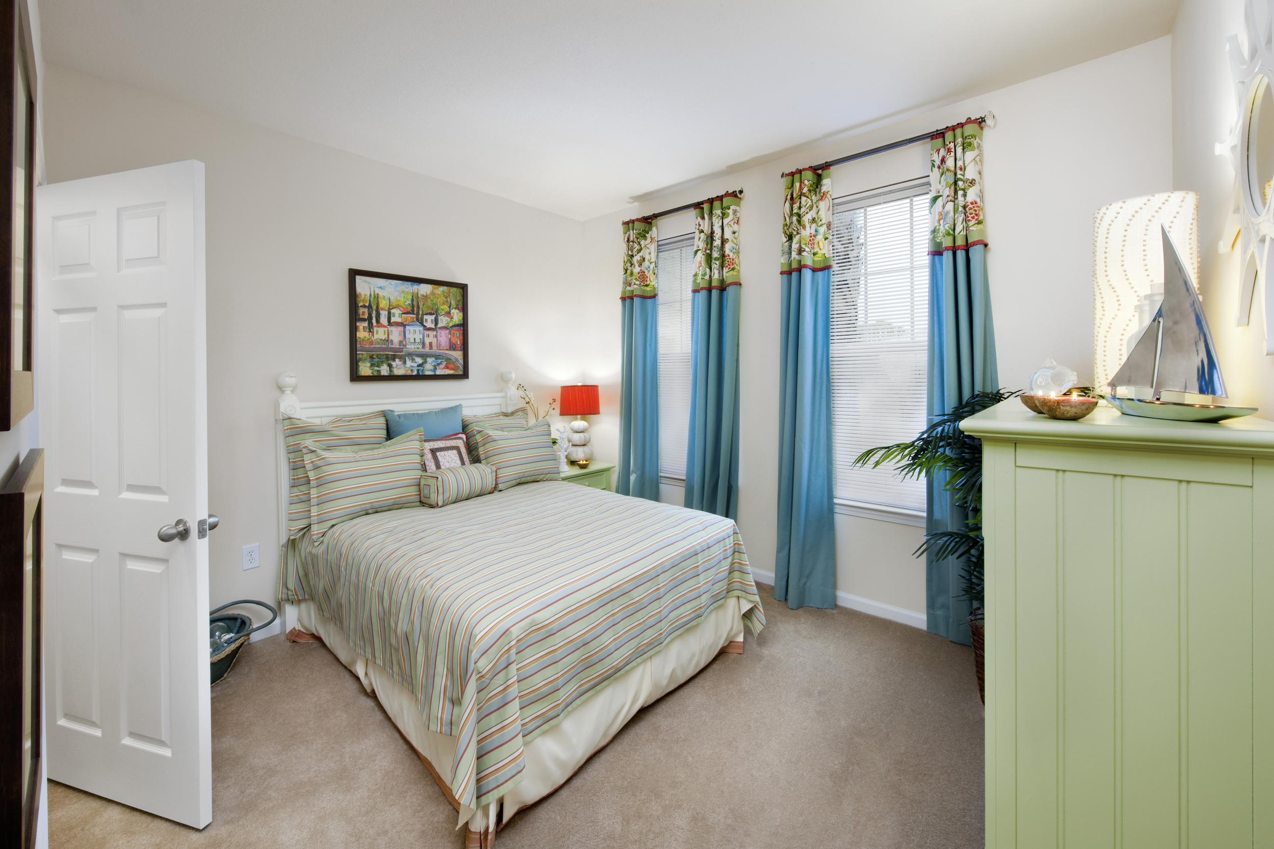 Model Bedroom 02.jpg
