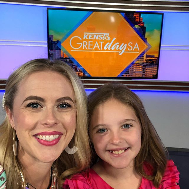 Link in profile for the back to school segment on @itsagreatdaysa ! Moms do your self a favor and order some labels from @@mabelslabels. And a School Years scrap book where you fill out one page per year and attach their school picture(such an easy mom win! 🙌🏼) @momagenda And create easy snack and home work stations with clear divided turntables from @thecontainerstore Even if your kids have already started schools it's never to late to organize!!